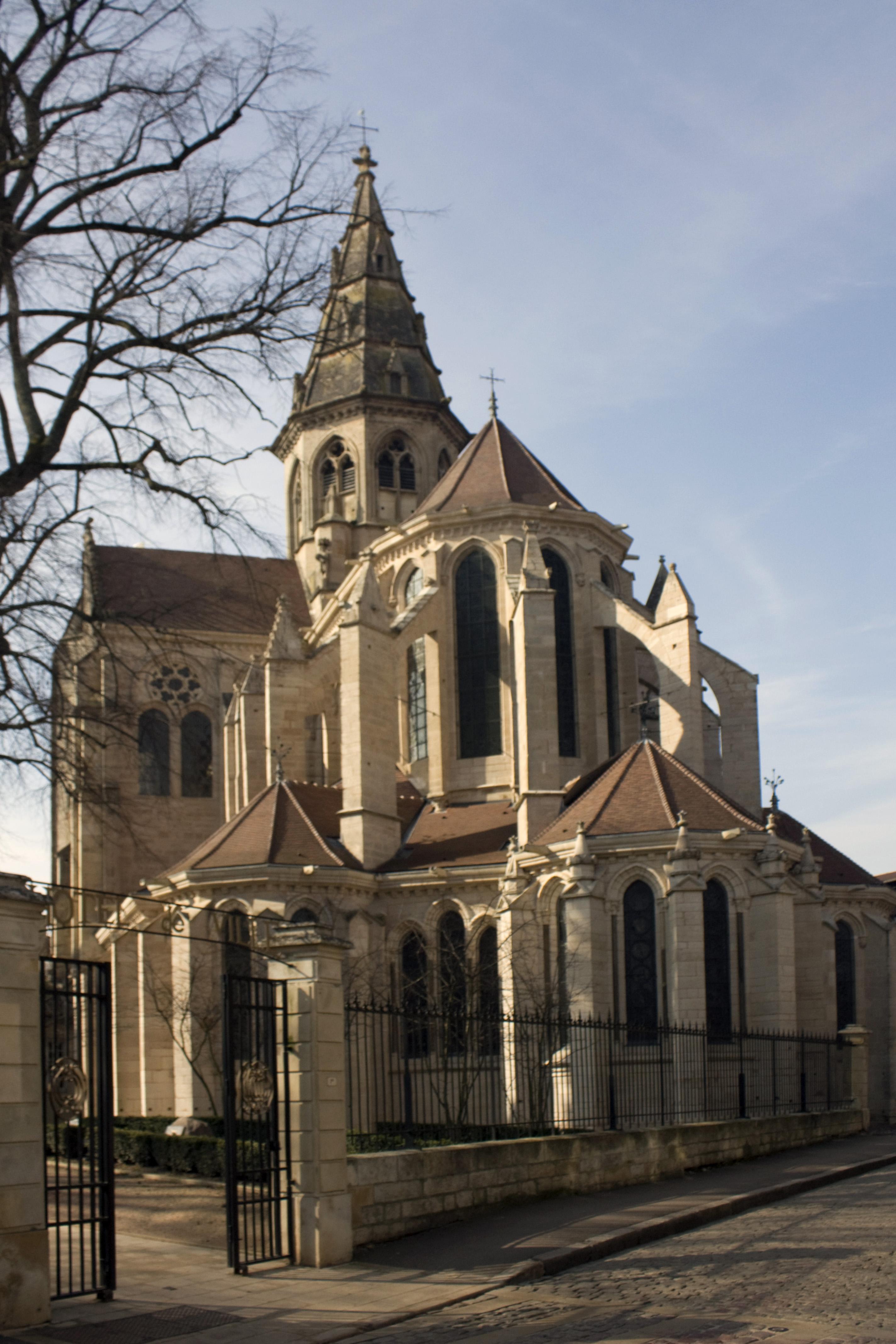 Достопримечательности Semur-en-Auxois - Коллегиальная церковь Нотр Дам