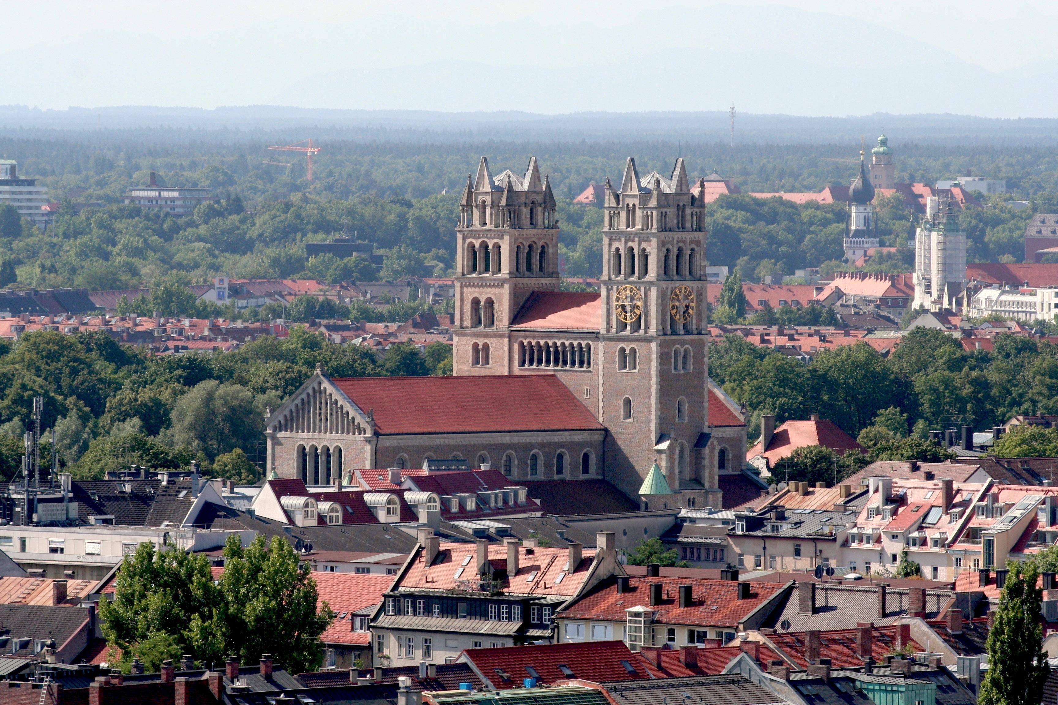 St. Maximilian vom Alten Peter gesehen