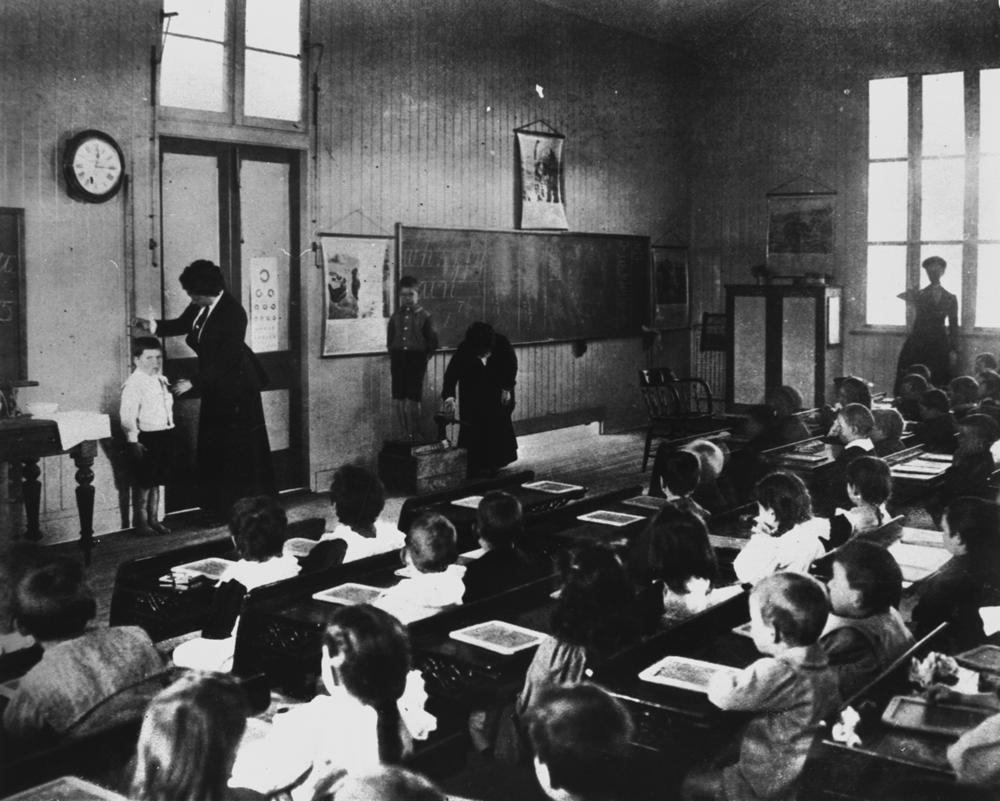 Chart Holder For Classroom: StateLibQld 1 112832 Interior view of a classroom 1910-1920 ,Chart