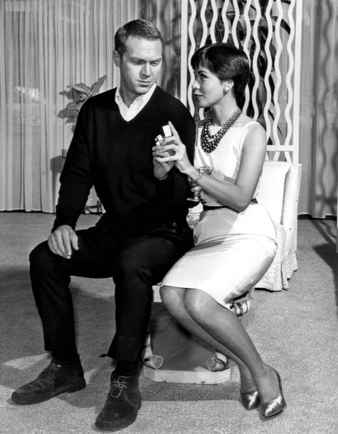 file steve mcqueen neile adams 1960 jpg wikimedia commons. Black Bedroom Furniture Sets. Home Design Ideas
