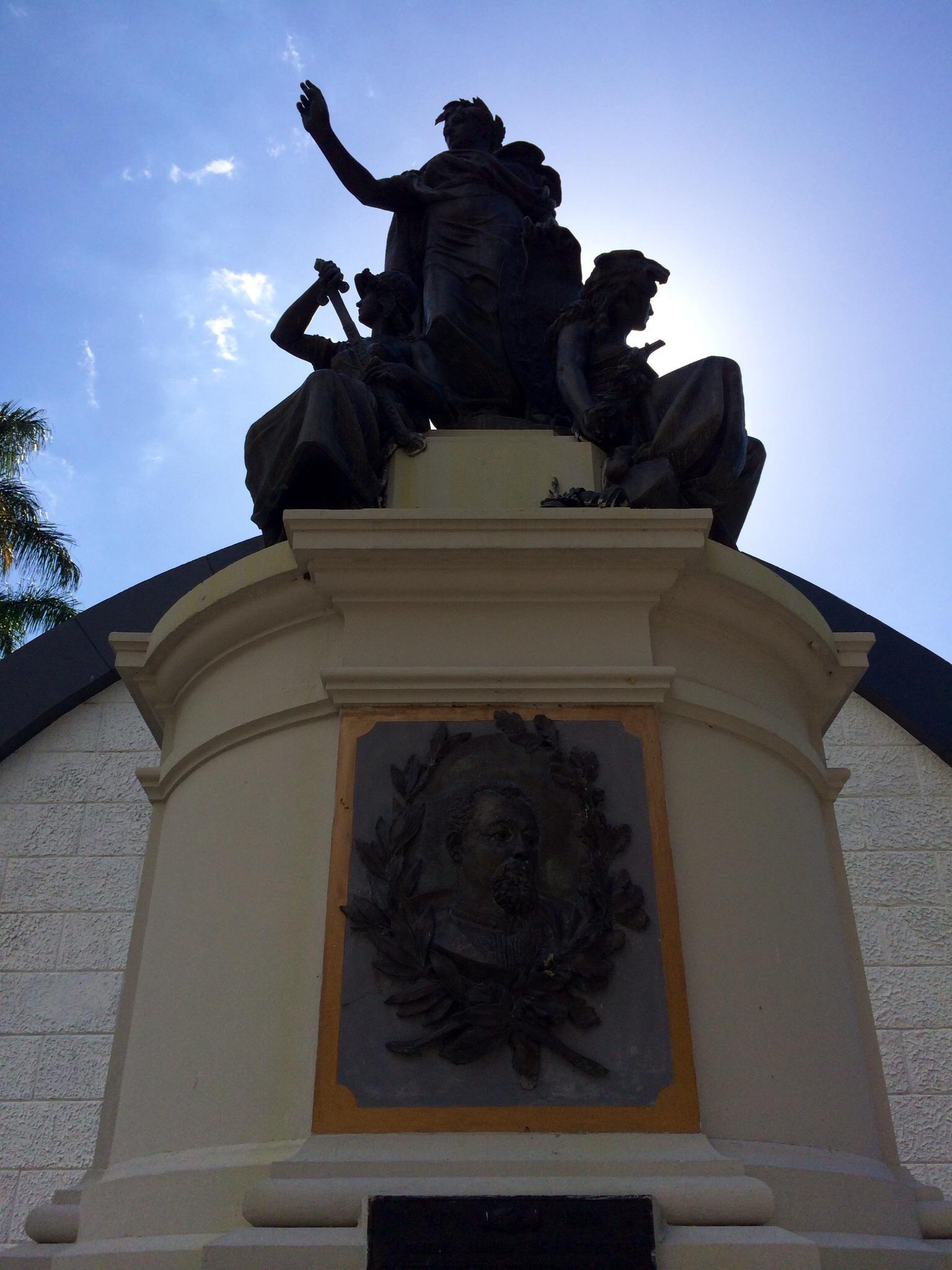 Tumba del General Justo Rufino Barrios en el Cementerio General. Tomada de Wikimedia Commons.