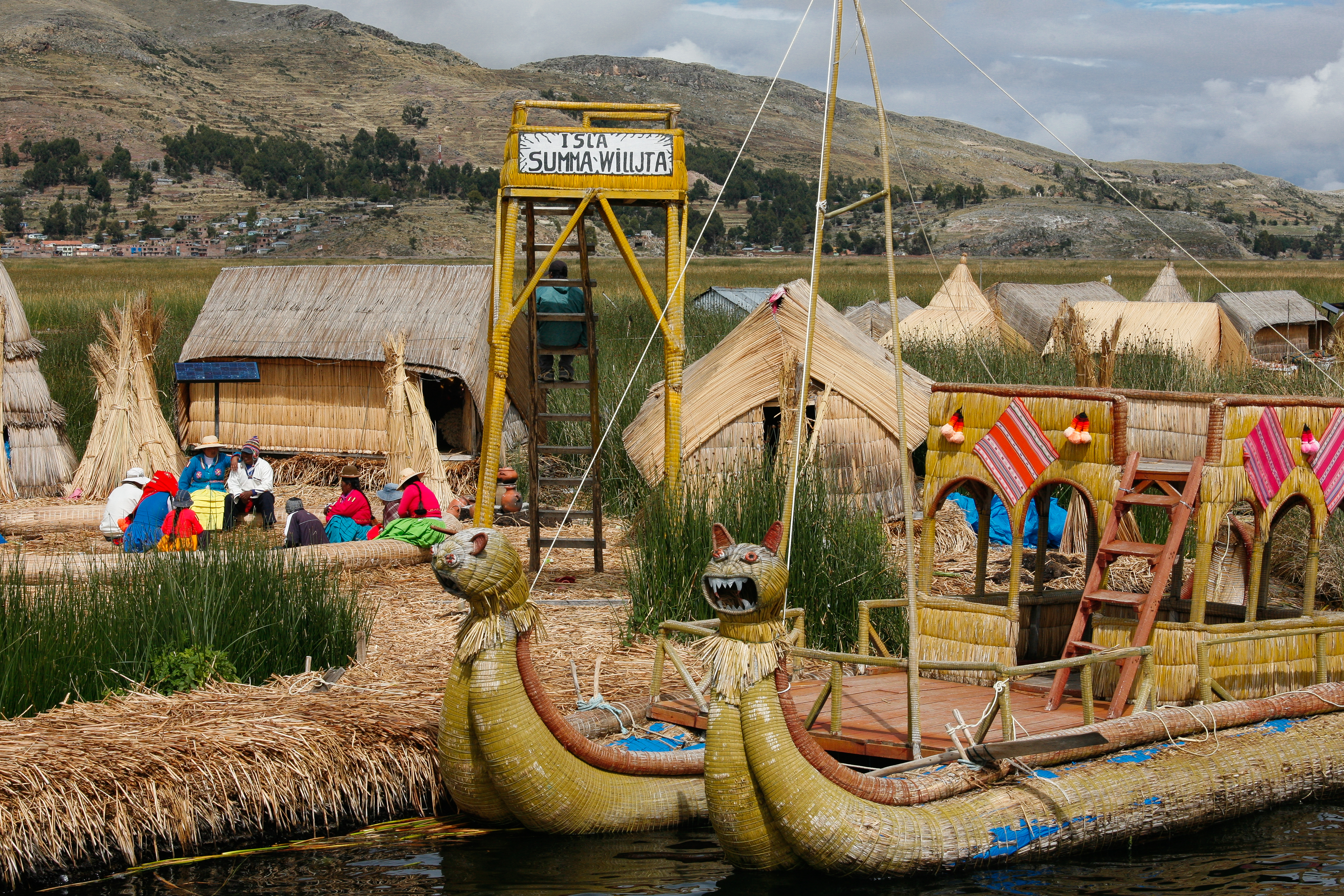 Knitting History Facts : File uros islands peru  g
