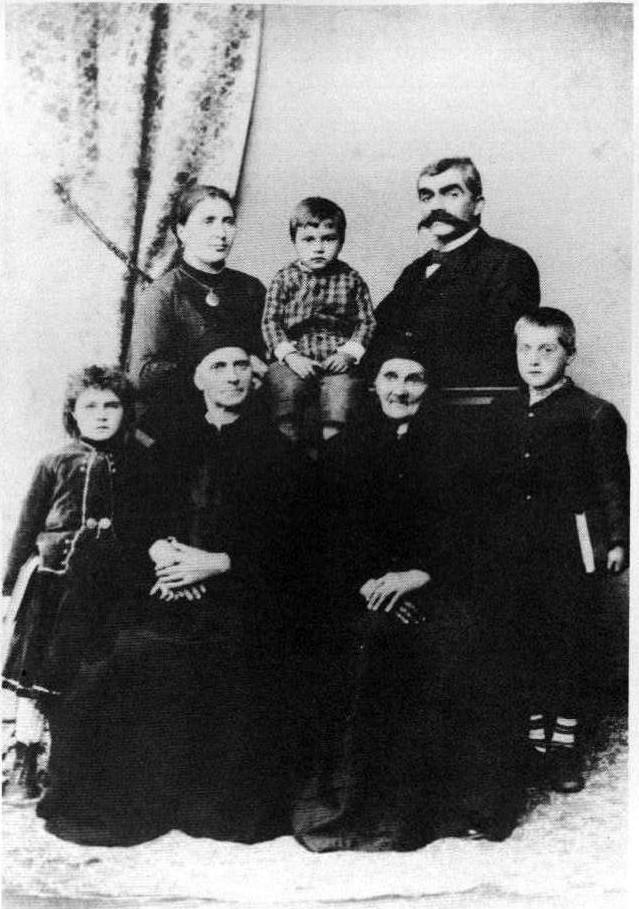 Резултат с изображение за семейна снимка