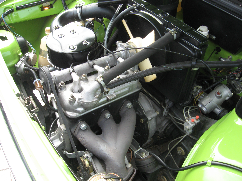 File:Wartburg-353 Motor.JPG
