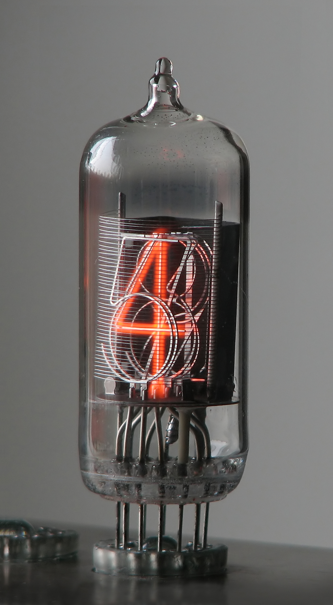 The way the digits are stacked in a nixie tube is visible in this picture.