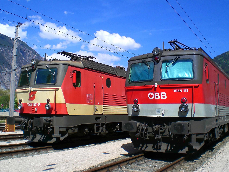 File:ÖBB 1044 117-8 und 113-7 in Landeck.jpg