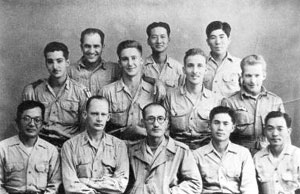 Lee Beom-seok with Korean Liberation Army and OSS agents. ceolgi ibeomseoggwa gwangboggun, mi OSS yoweon.jpg