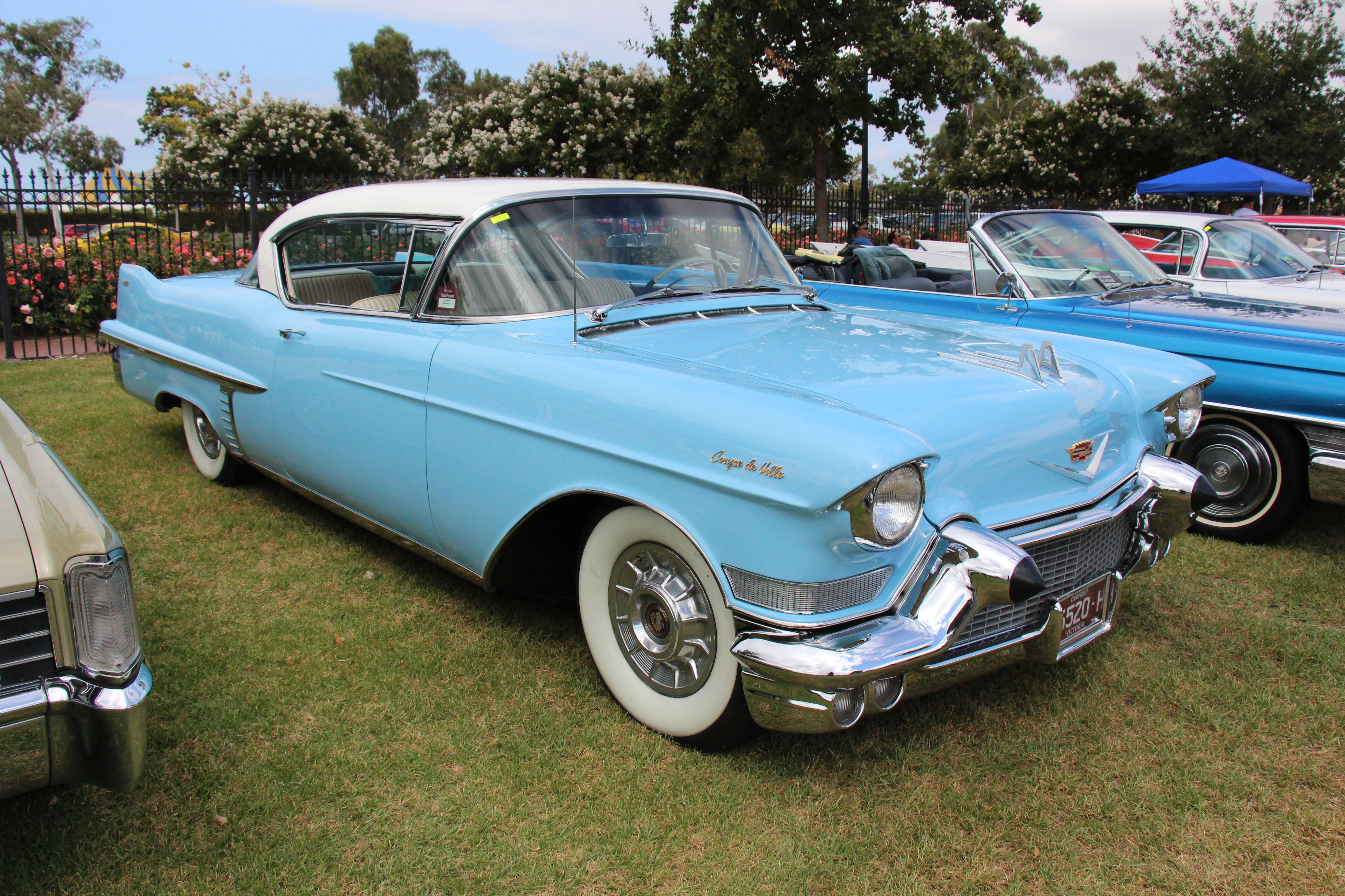 File:1957 Cadillac Series 62 Coupe deVille (32987013200).jpg ...