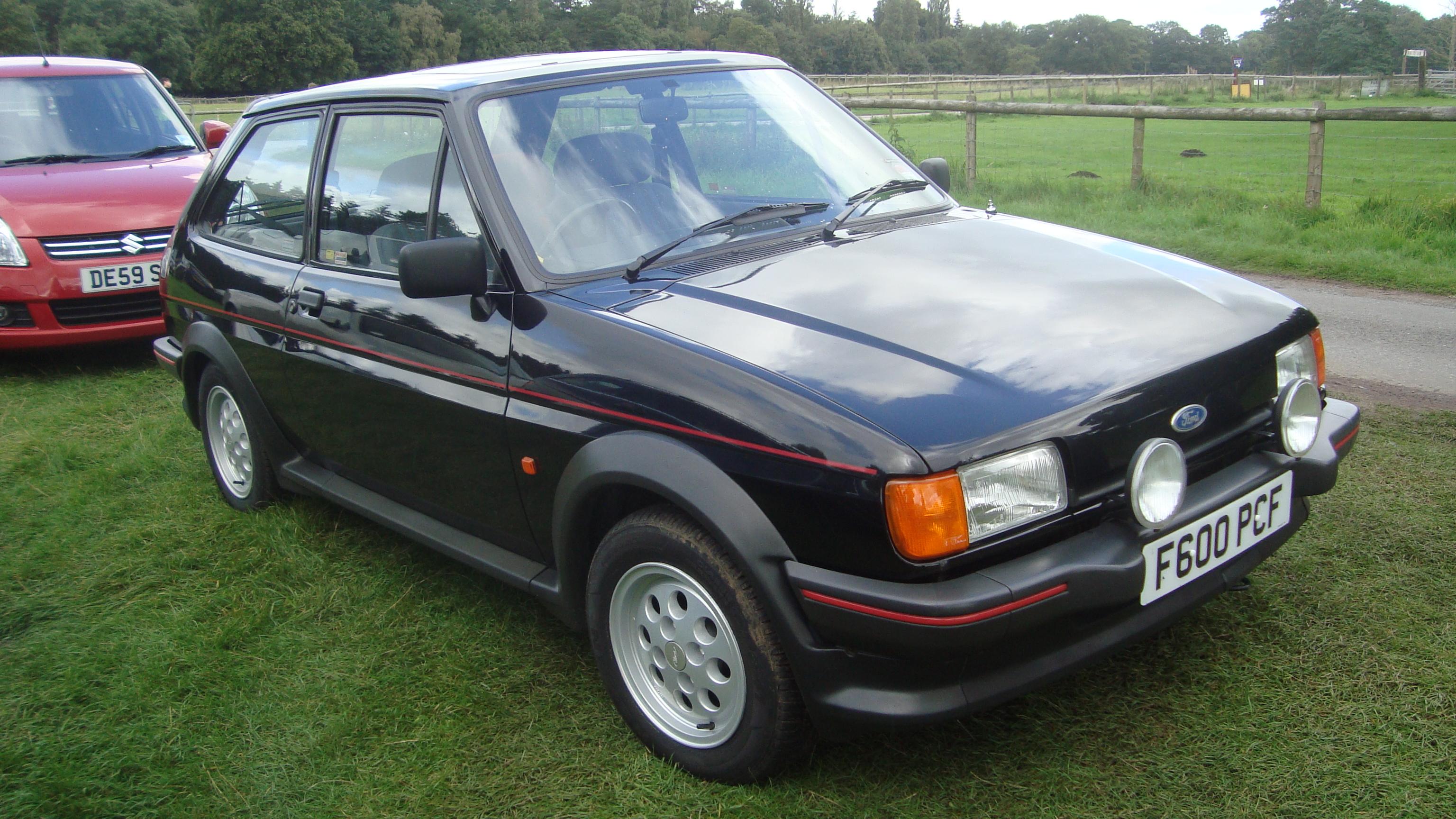 1989_Ford_Fiesta_XR2_%2814821393908%29.jpg