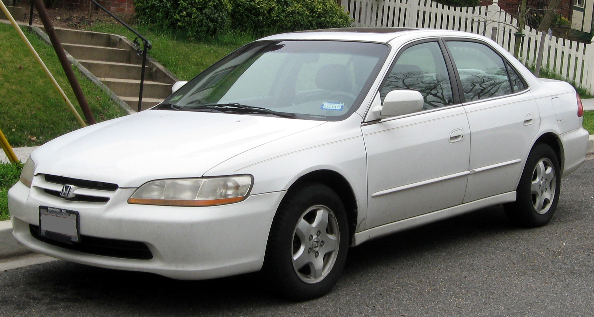 Description 1998-2000 Honda Accord sedan -- 03-16-2012.JPG