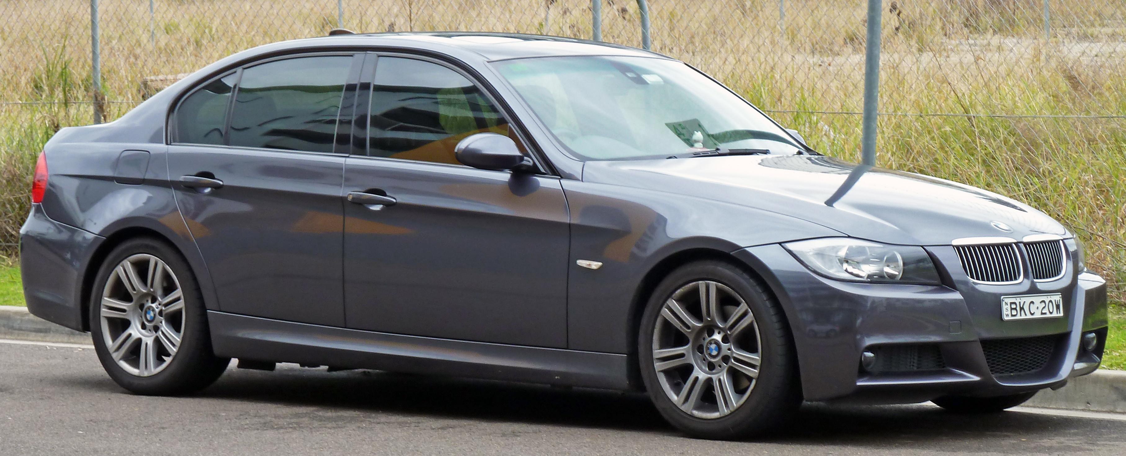 Bmw E90 Wiki >> File:2005-2008 BMW 325i (E90) sedan 02.jpg - Wikimedia Commons