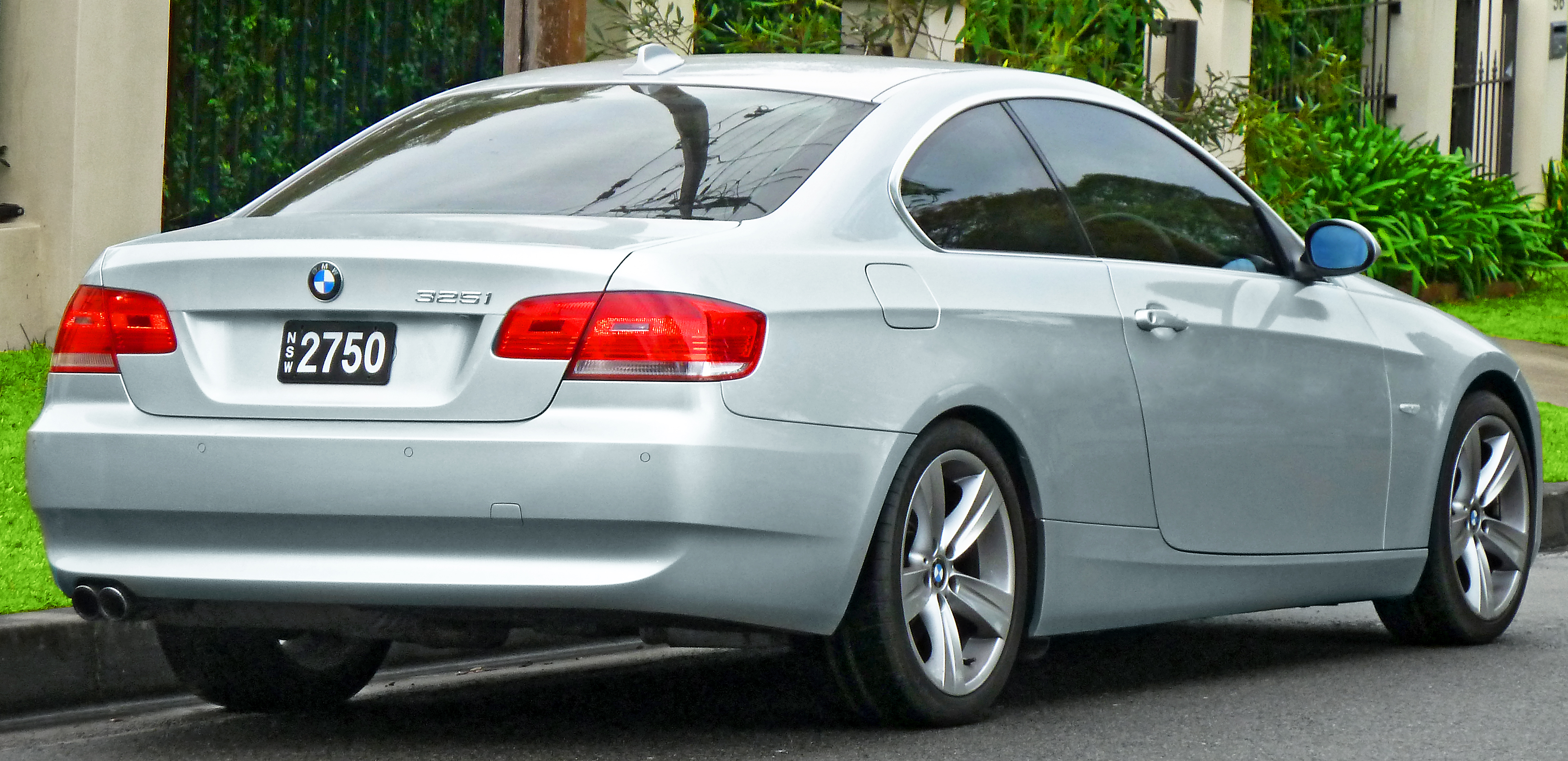 file 2006 2010 bmw 325i e92 coupe 2011 07 17 wikimedia commons. Black Bedroom Furniture Sets. Home Design Ideas