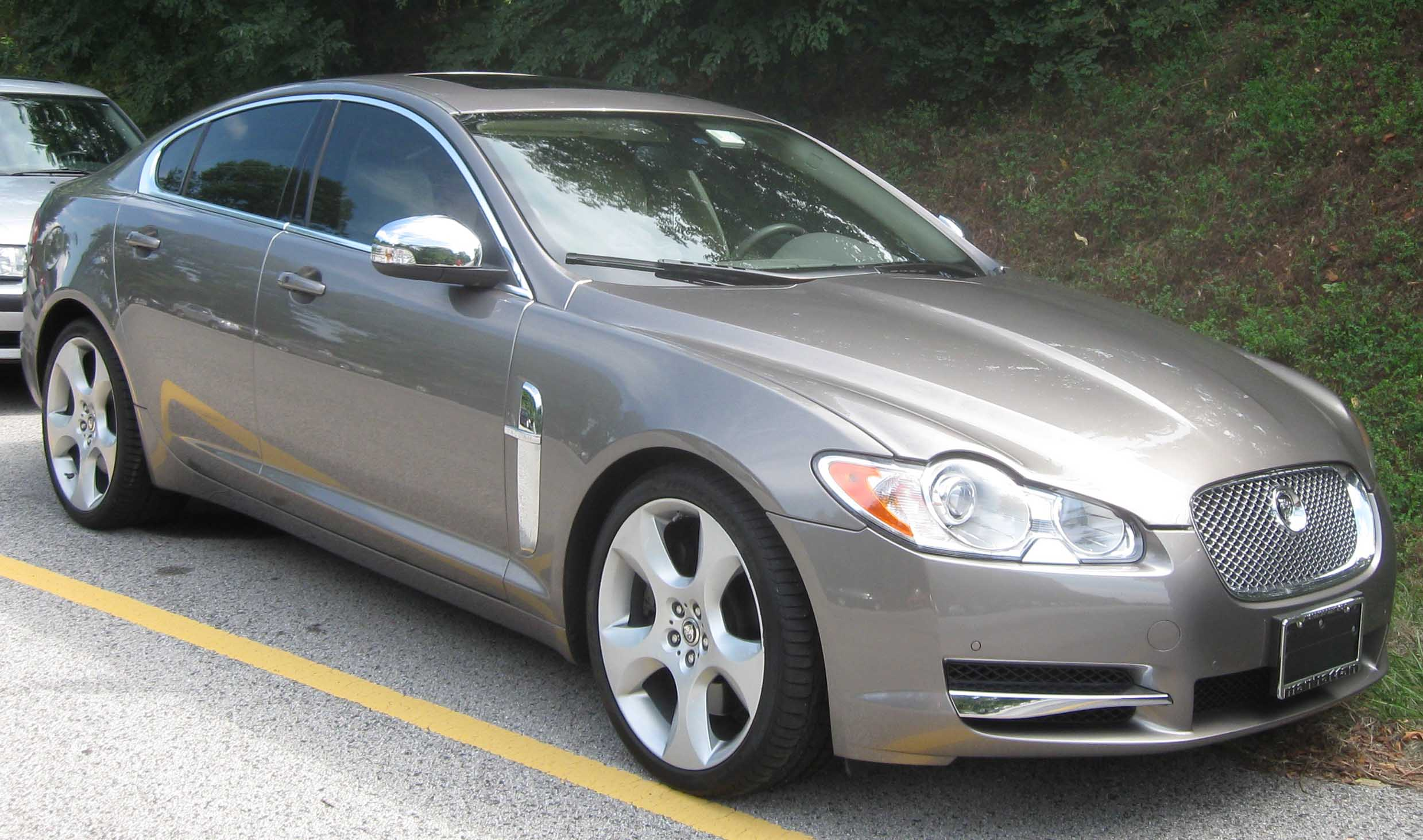 File:2009 Jaguar XF 2