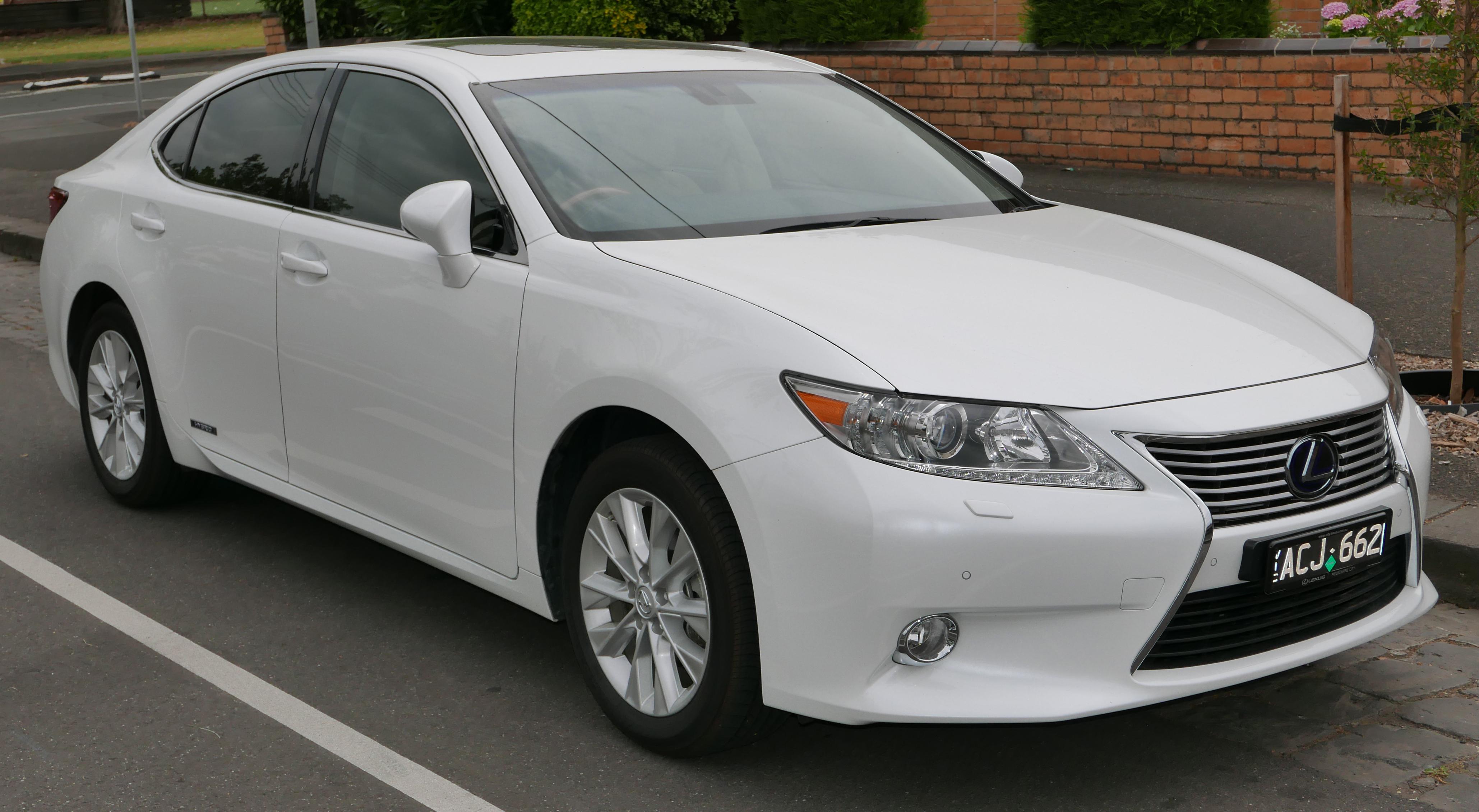 File:2013 Lexus ES 300h (AVV60R) Sports Luxury sedan (2015-12-07) 01 ...