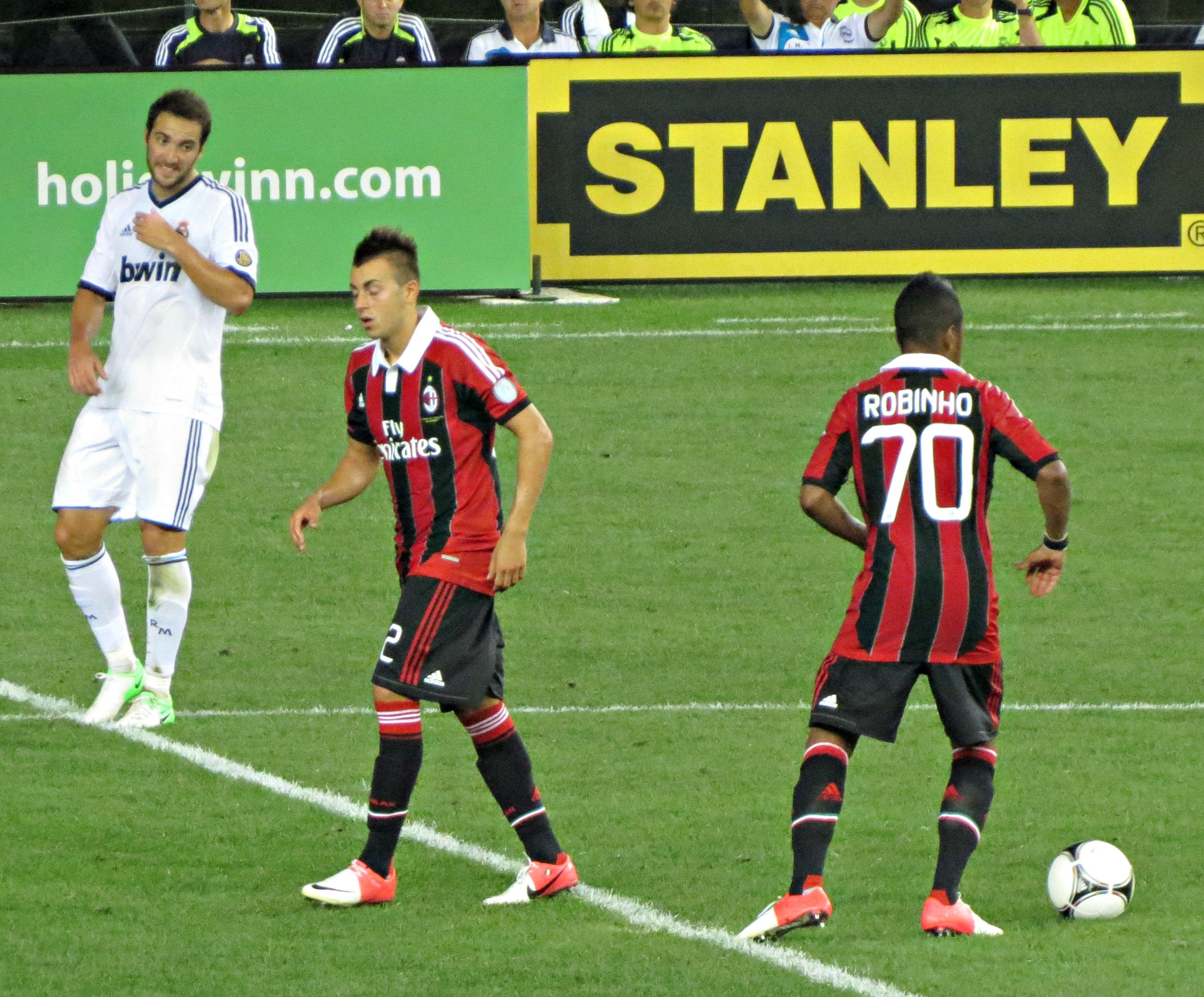 File:AC Milan kickoff vs Real Madrid.jpg - Wikimedia Commons