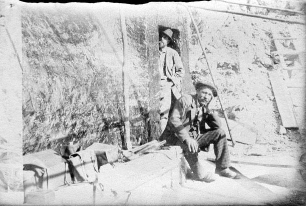 Abri de Tuquerouye, (Félix) Regnault, Henri Passet, octobre 1892 (2902380436)