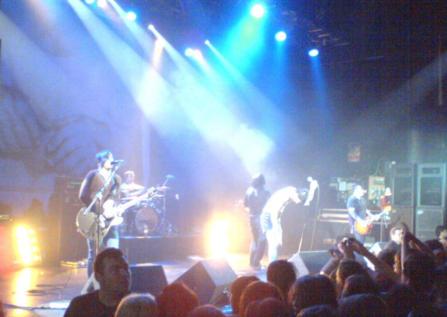 http://upload.wikimedia.org/wikipedia/commons/6/69/Alexisonfire_live
