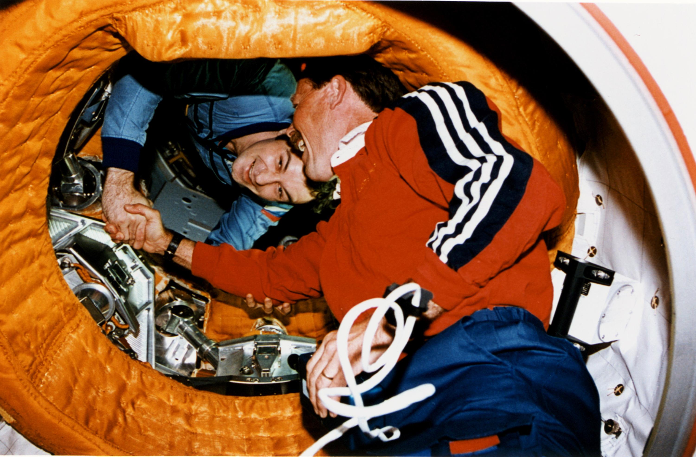Begegnung Astronauten  Gibson-Dezhurov