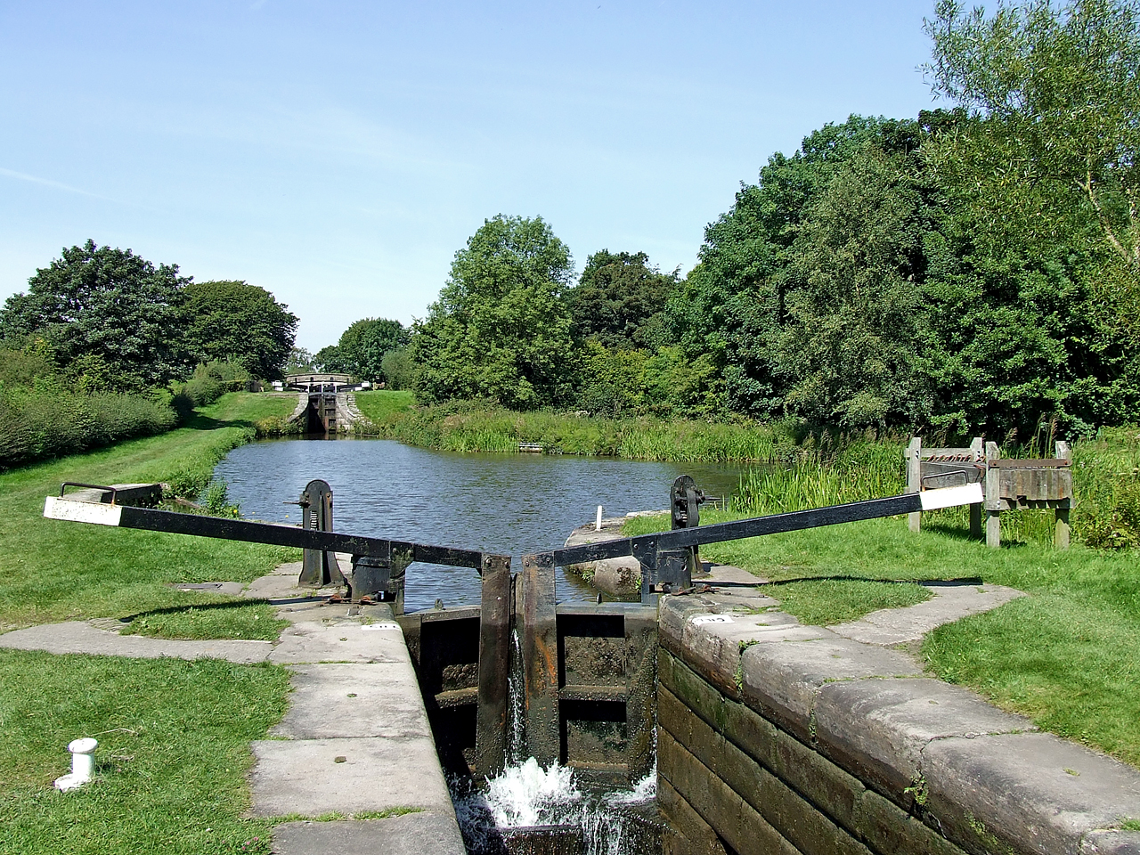 Bosley Locks 9 and 10, Macclesfield Canal, Cheshire - geograph.org.uk - 550317