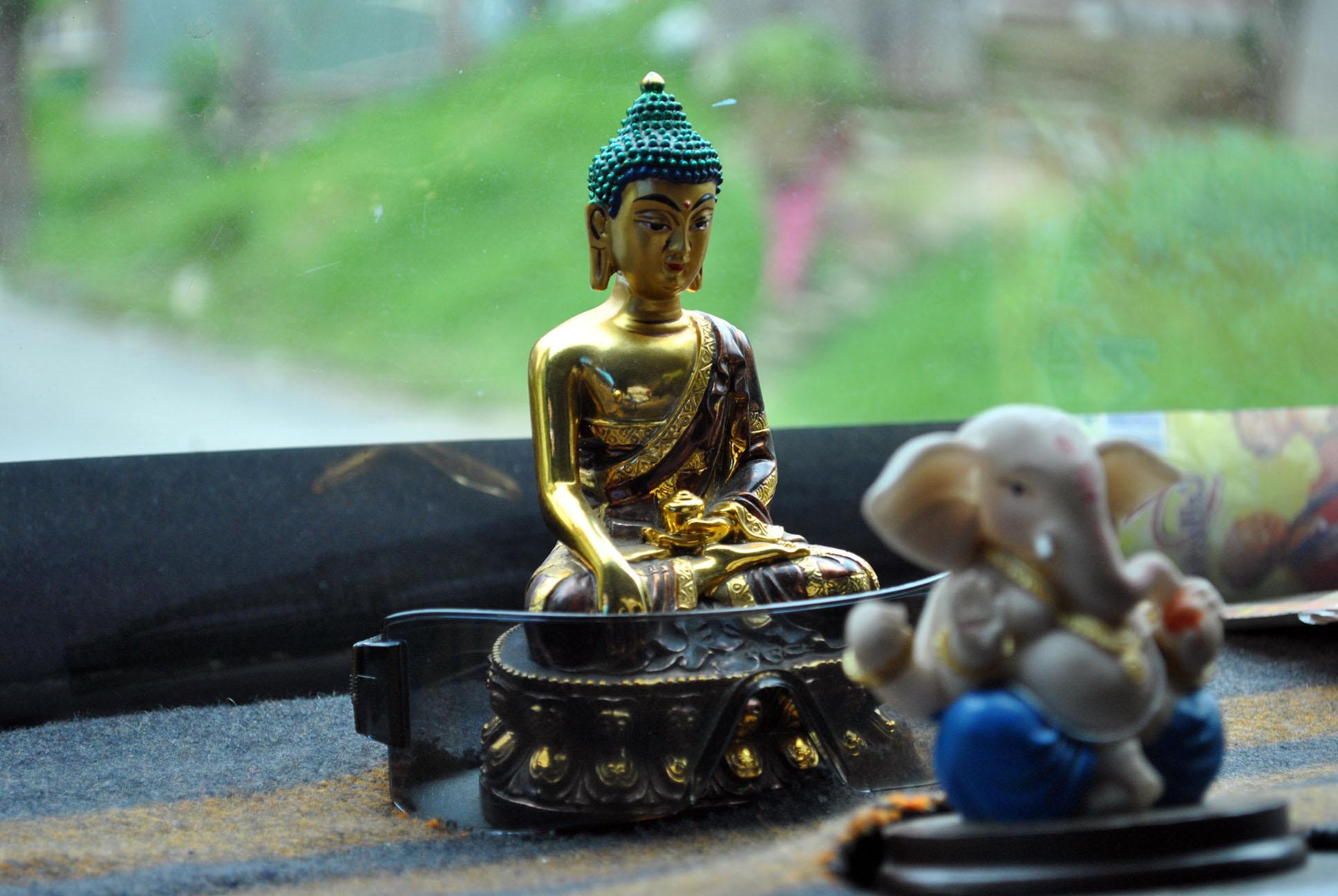 File Buddha Ganesha Idol In Car Dashboard Jpg Wikimedia Commons