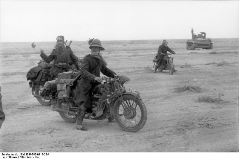 Bundesarchiv Bild 101I-783-0119-23A, Nordafrika, italienische Krad-Fahrer