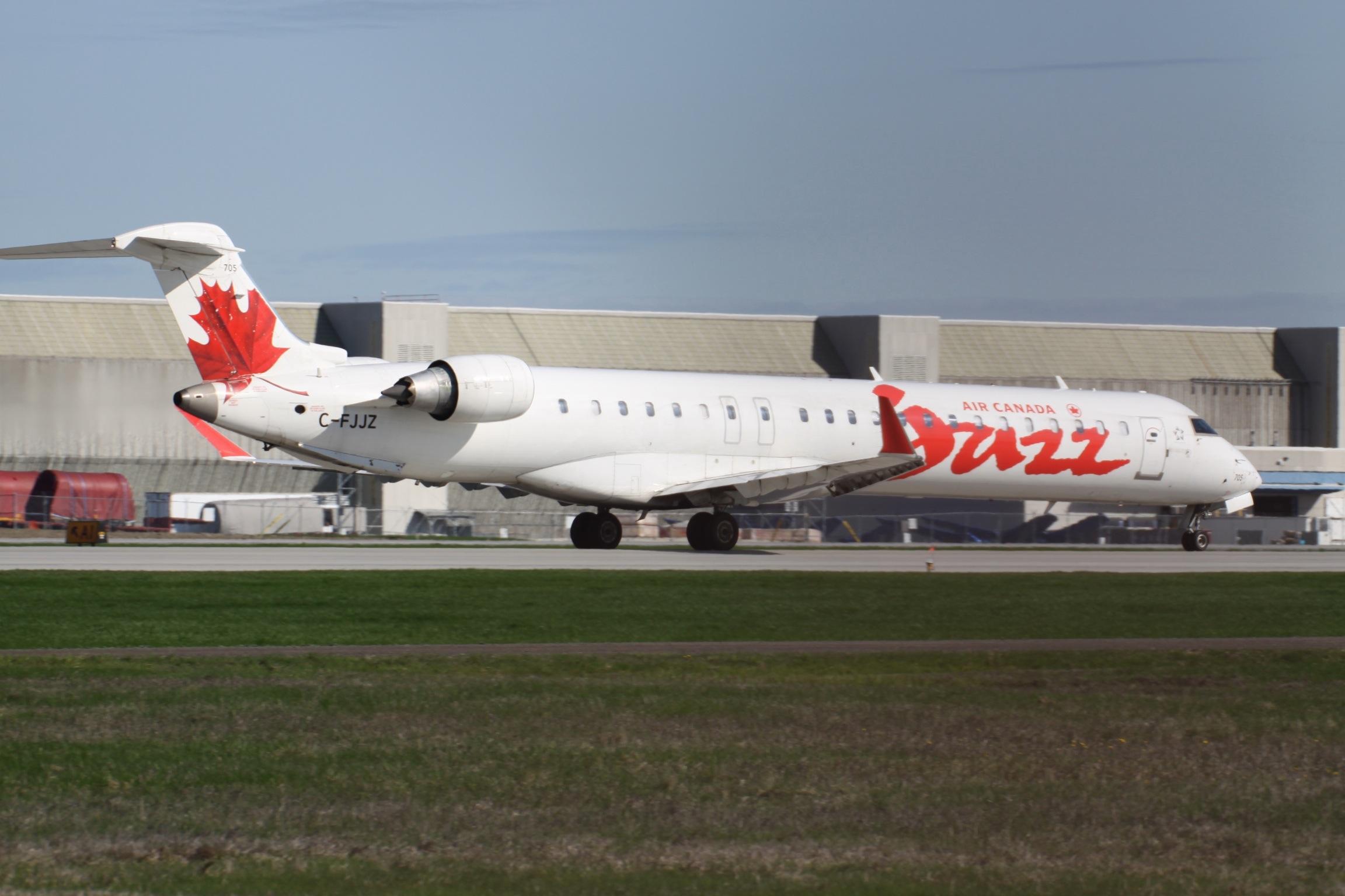 File:C-FJJZ Canadair CRJ 700 Air Canada Jazz (7637284086