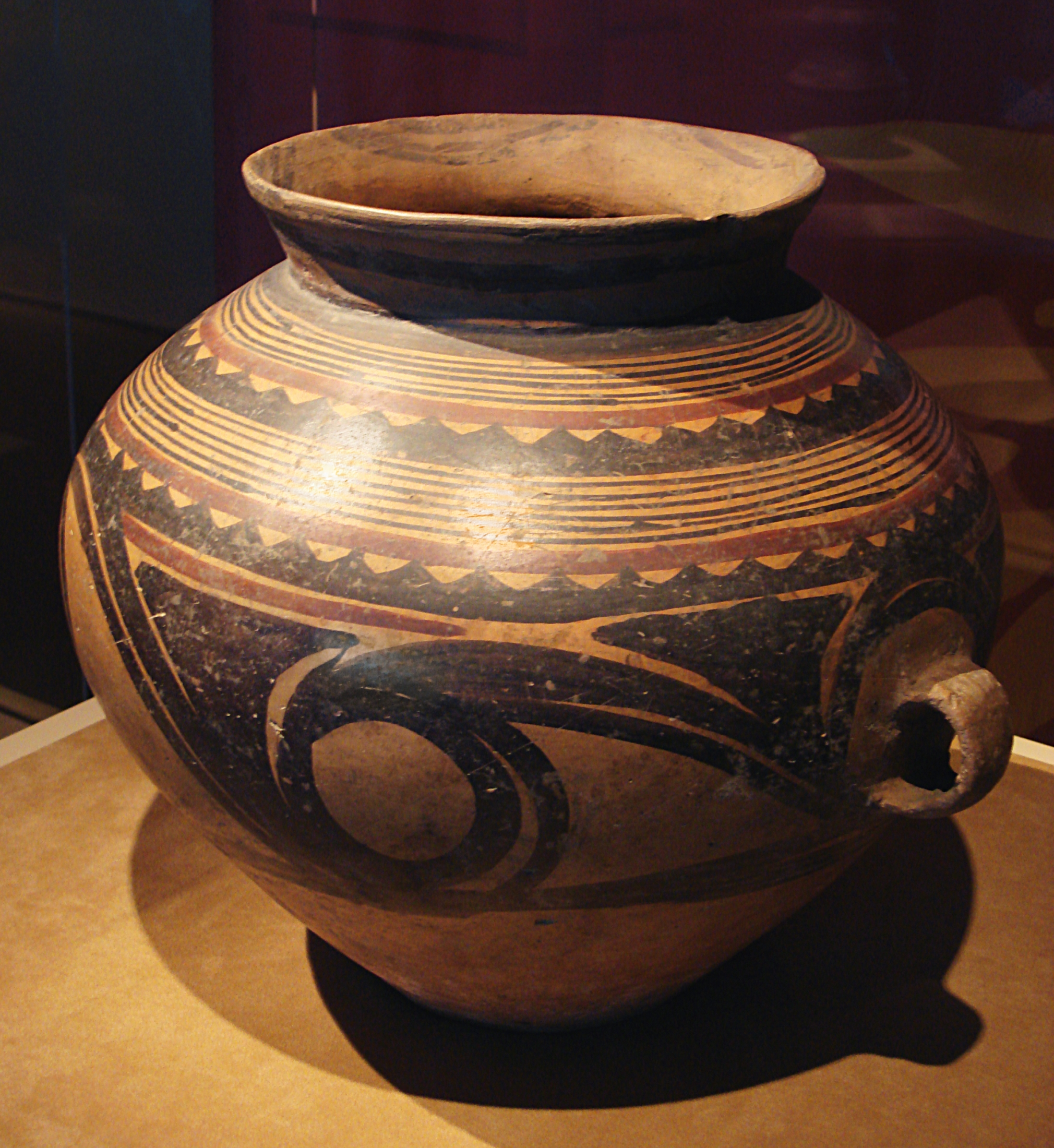 File:CMOC Treasures of Ancient China exhibit - painted jar ...