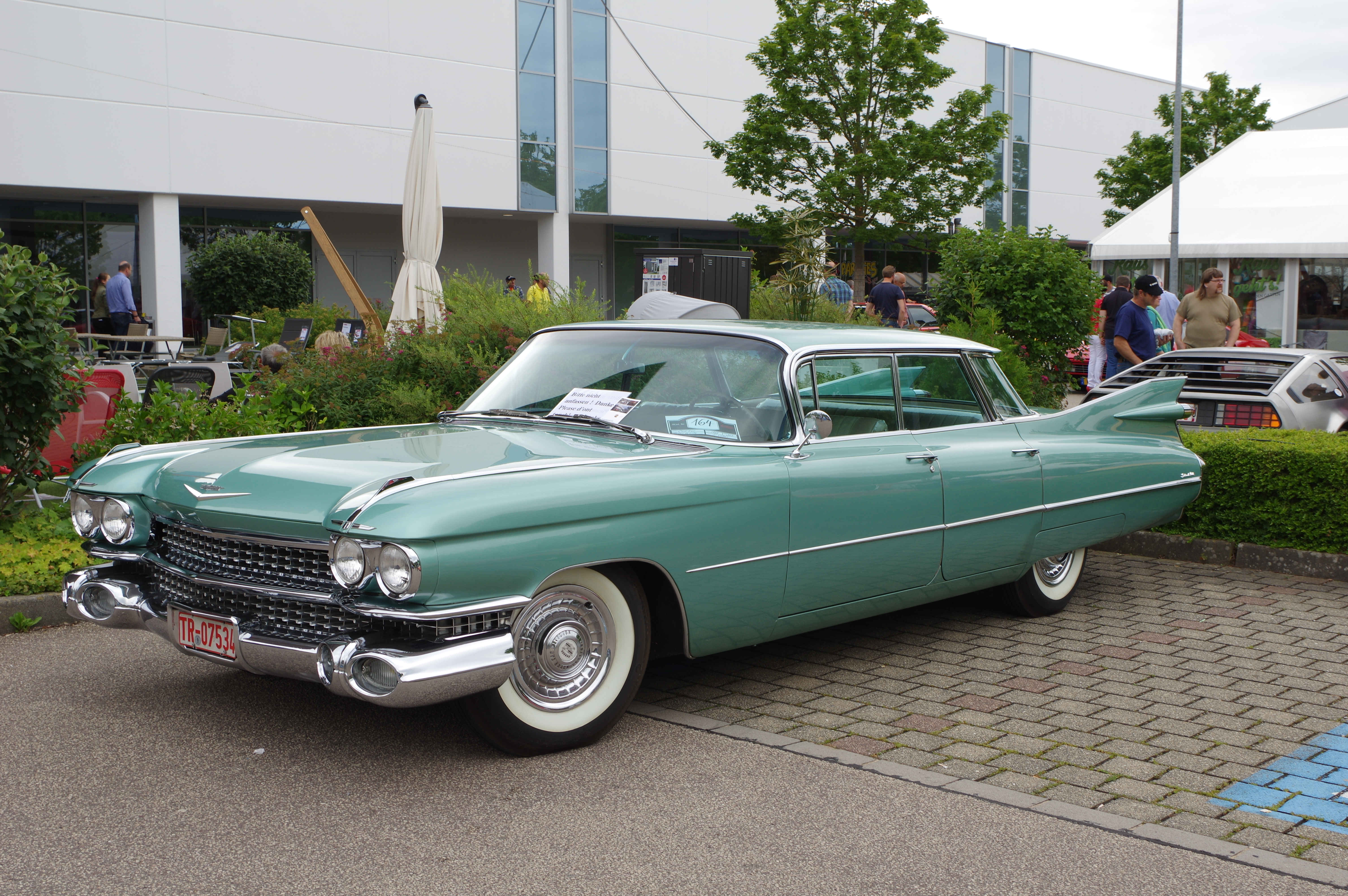 Cadillac_Sedan_de_Ville_BW_2017-07-16_13
