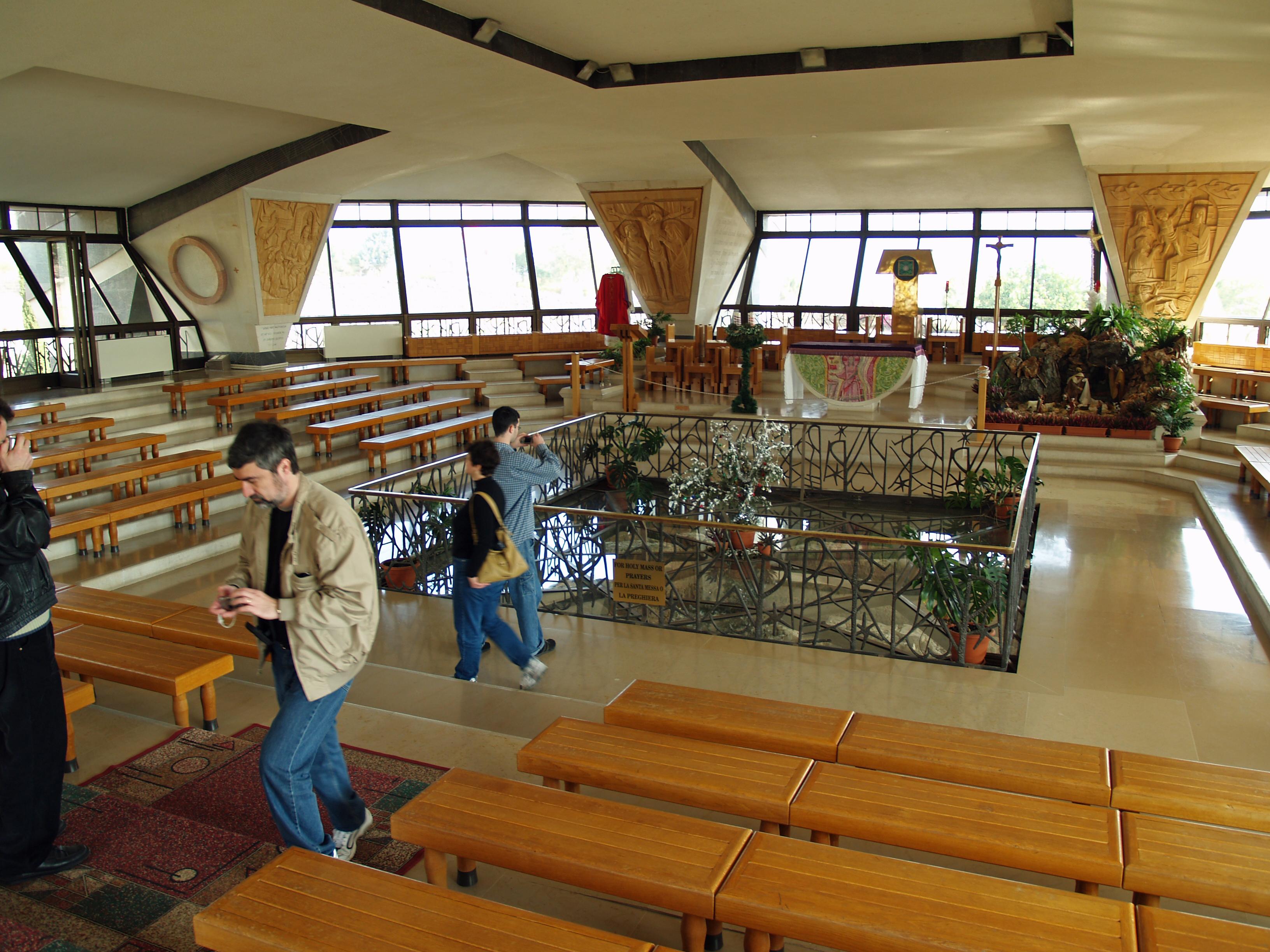 File:Capernaum modern church interior by David Shankbone ...