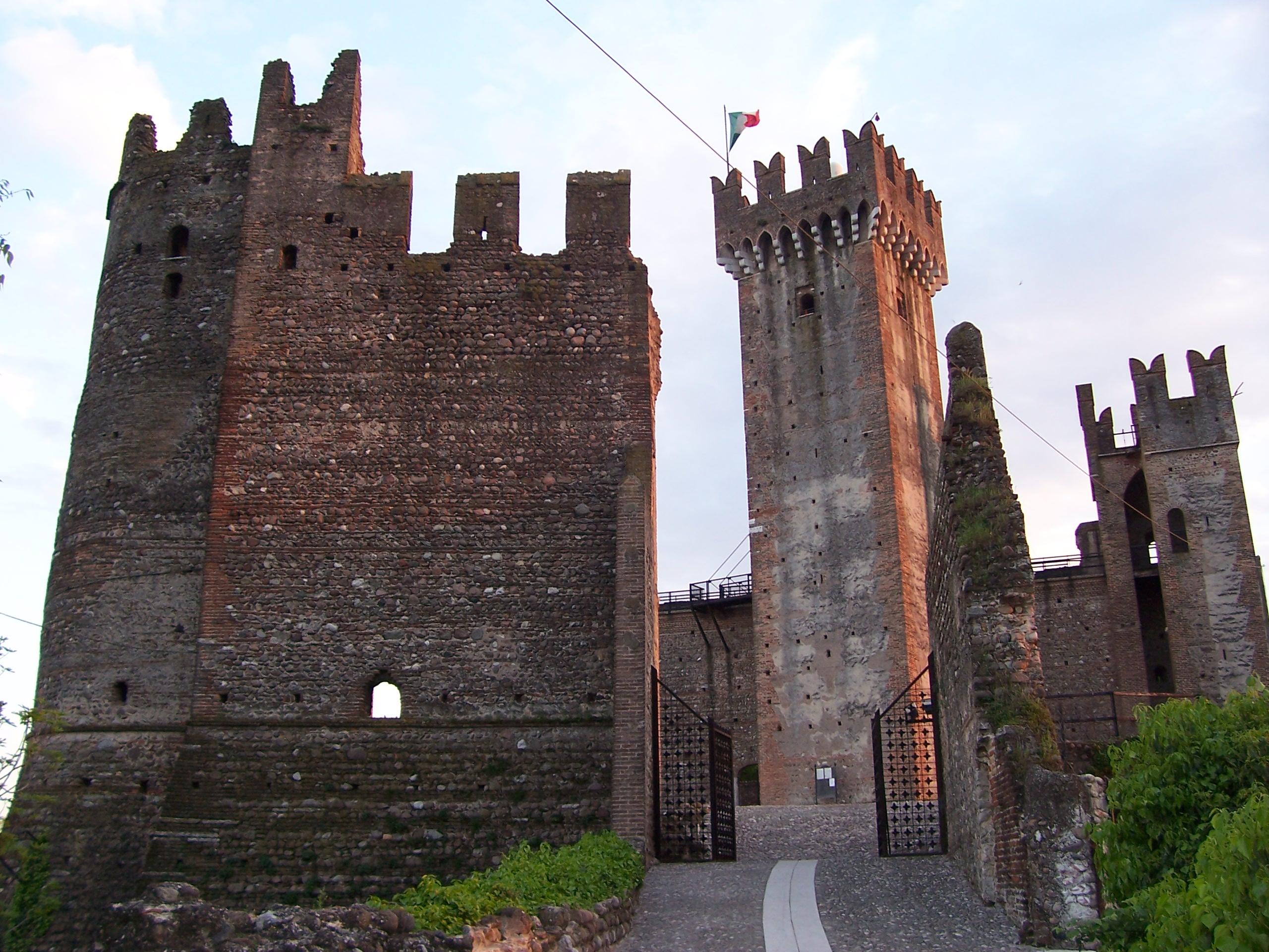 File:Castello di Valeggio sul Mincio.jpg - Wikimedia Commons