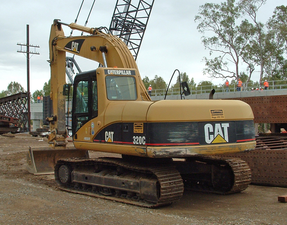 Description Caterpillar 320C Excavator.jpg
