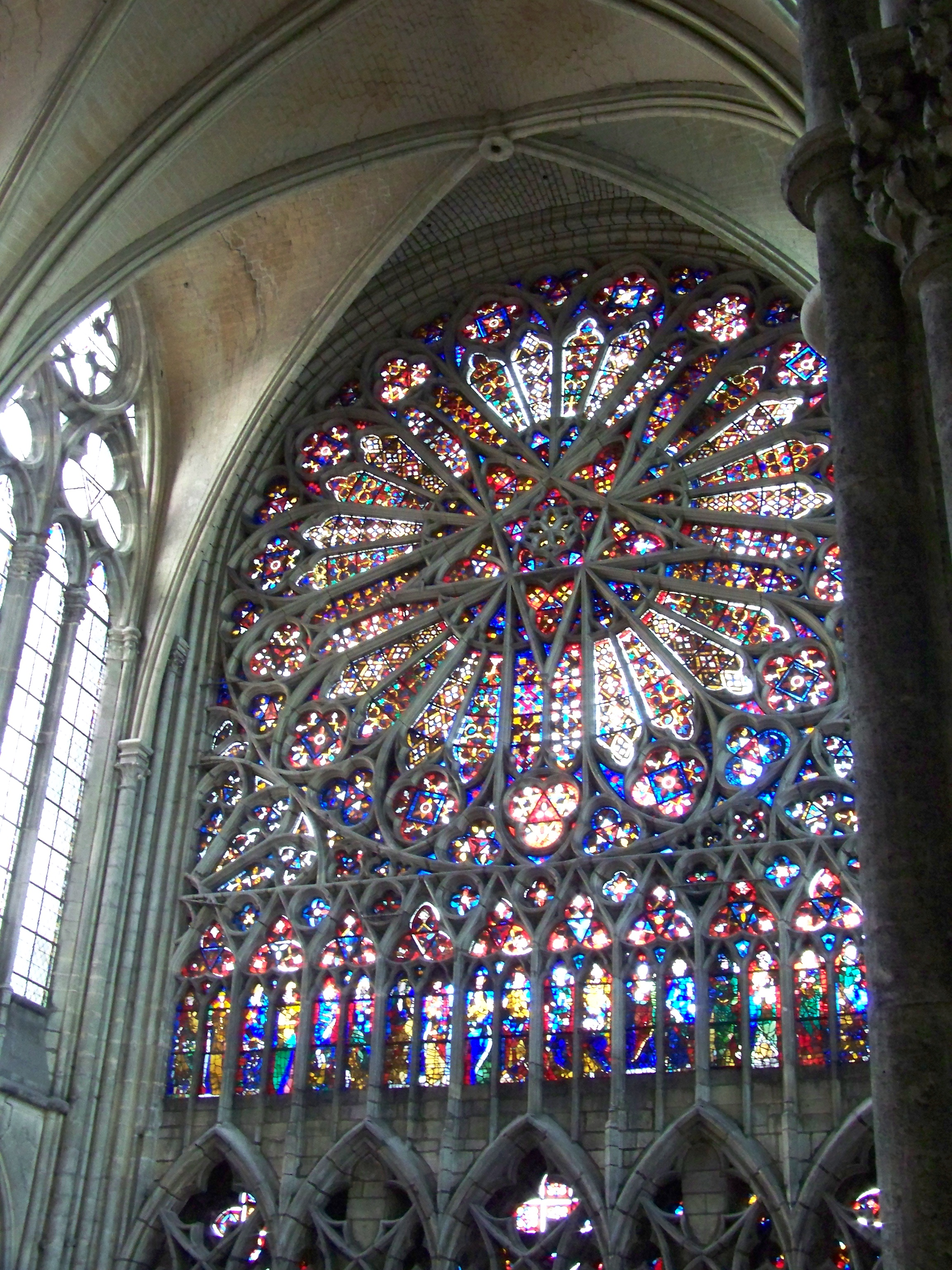Cathedrale_d%27Amiens_-_Rosace_nord_depu