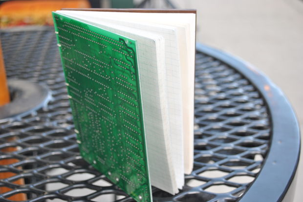 Fichier:Circuit Board Design Journal.jpg