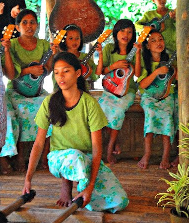 Filipina girls playing Philippine folk music Dancing in Bohol, Philippines.png