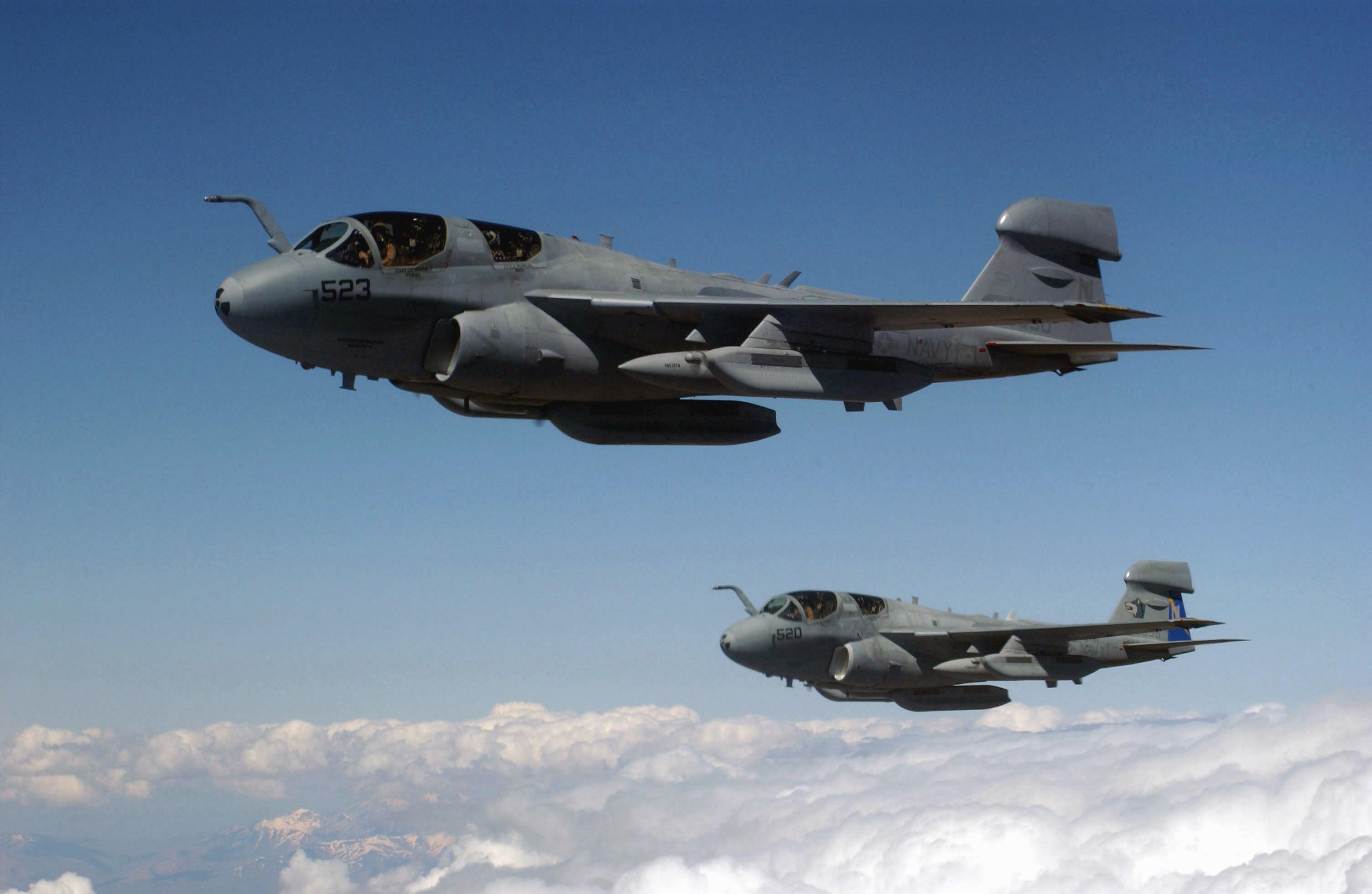 المصاعب اللوجستيه الامريكيه في عمليات القصف الجوي ضد داعش في سوريا  EA-6B_Prowlers_supporting_Northern_Watch