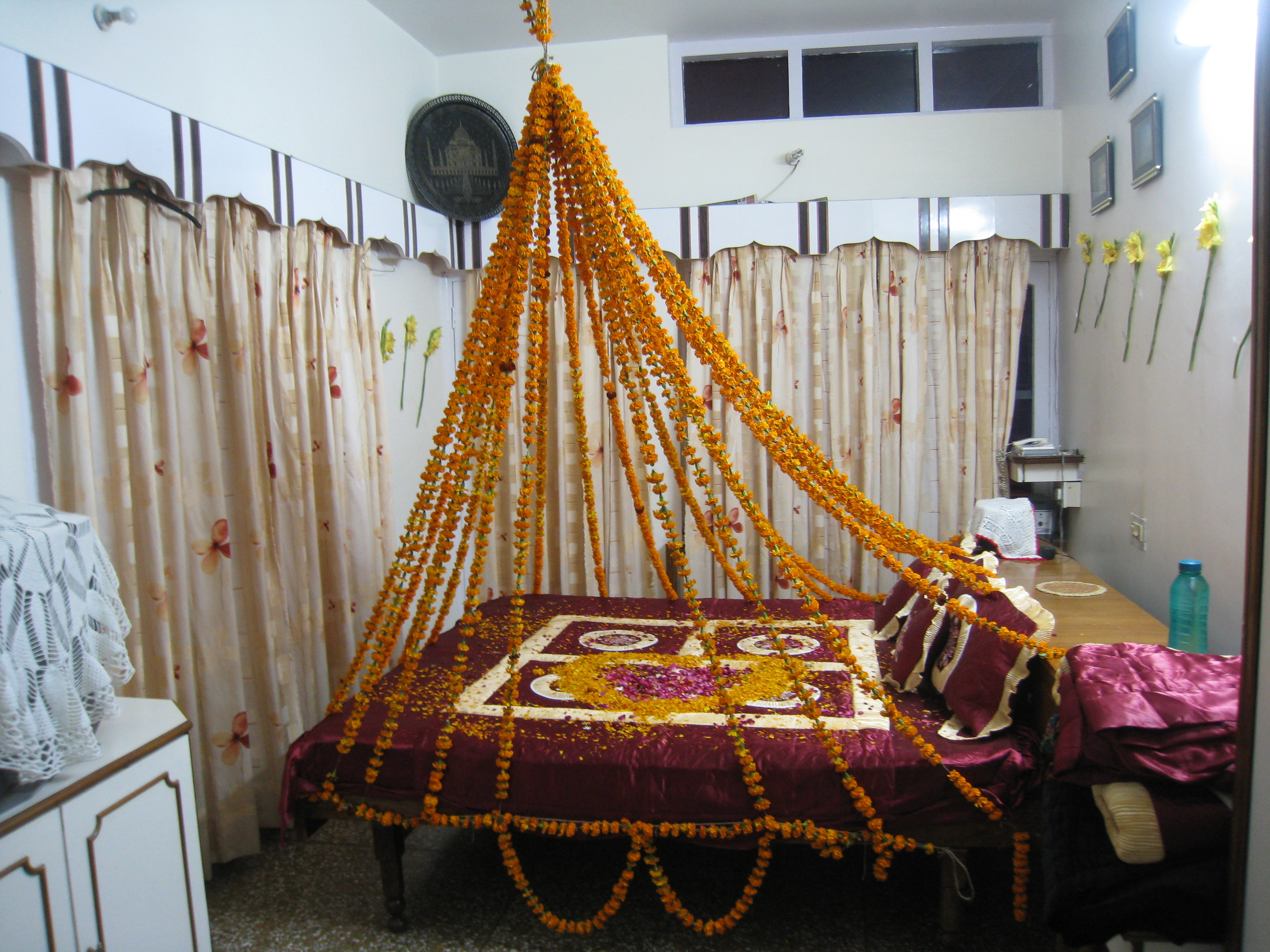 File flower bed indian wikimedia commons for Asian wedding bed decoration