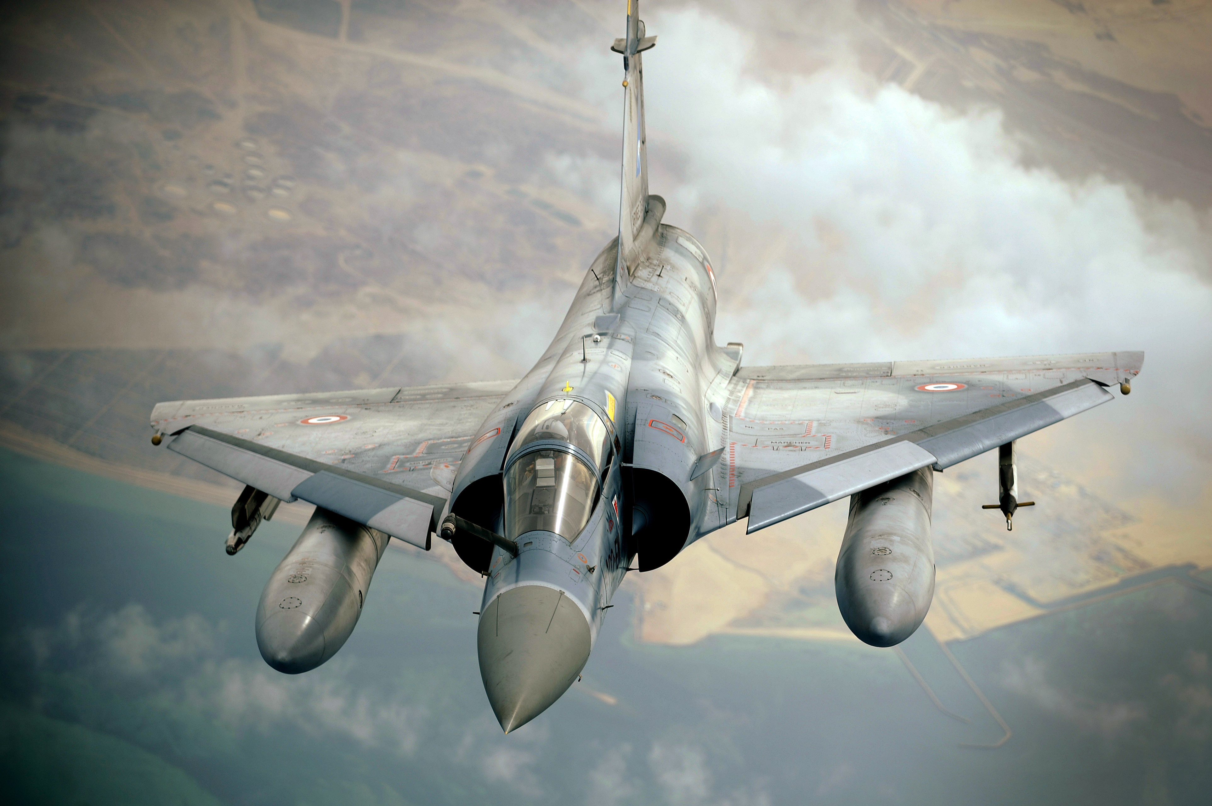 File french mirage 2000 finishes refueling from kc 10a for Interieur mirage 2000