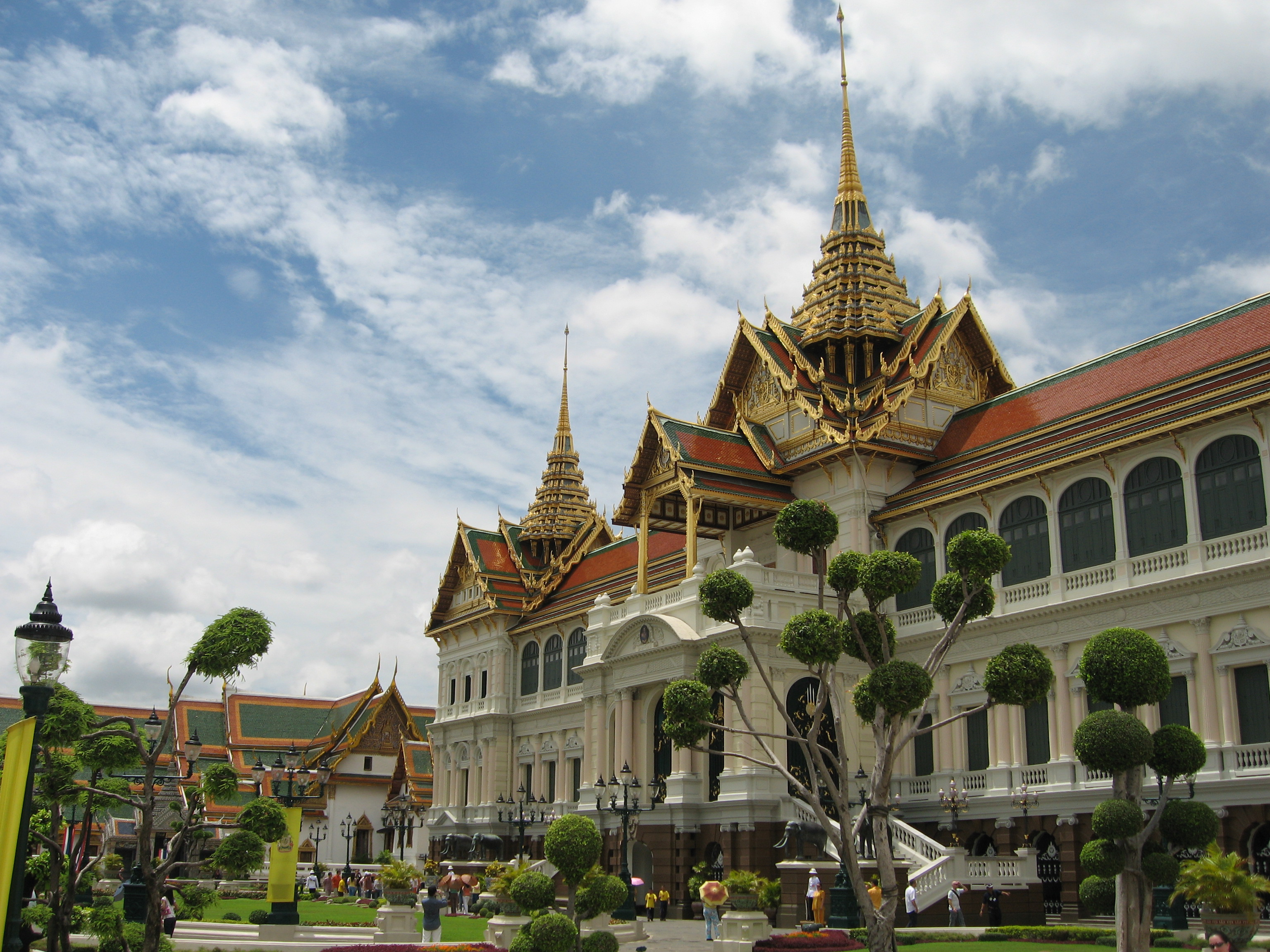 File:Grand Palace Chakri Mahaprasad.jpg - Wikipedia