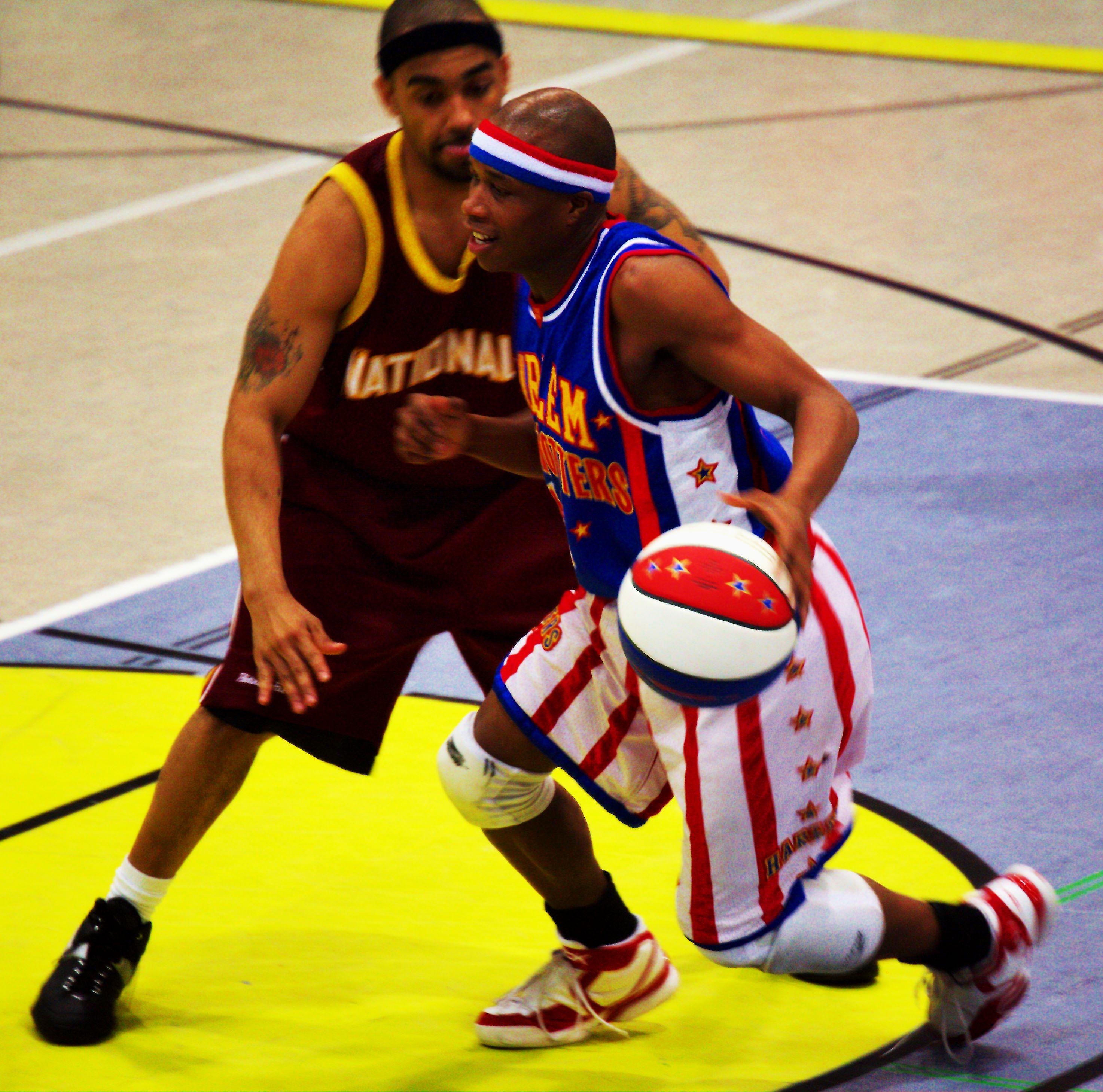 File:Harlem Globetrotters Dribbling 01.jpg