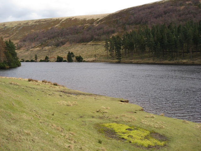 Howden Reservoir - View from footpath near the Royal Oak Tree - geograph.org.uk - 731141