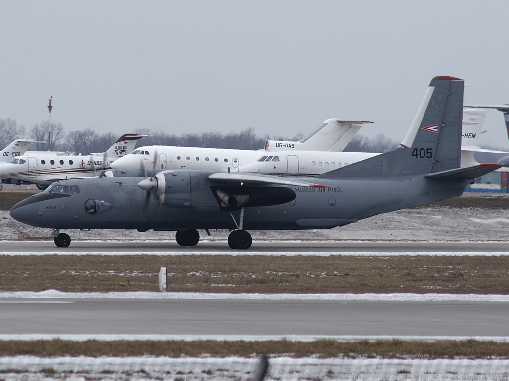 File:Hungarian Air Force Antonov An-26 Karpezo jpg - Wikimedia Commons