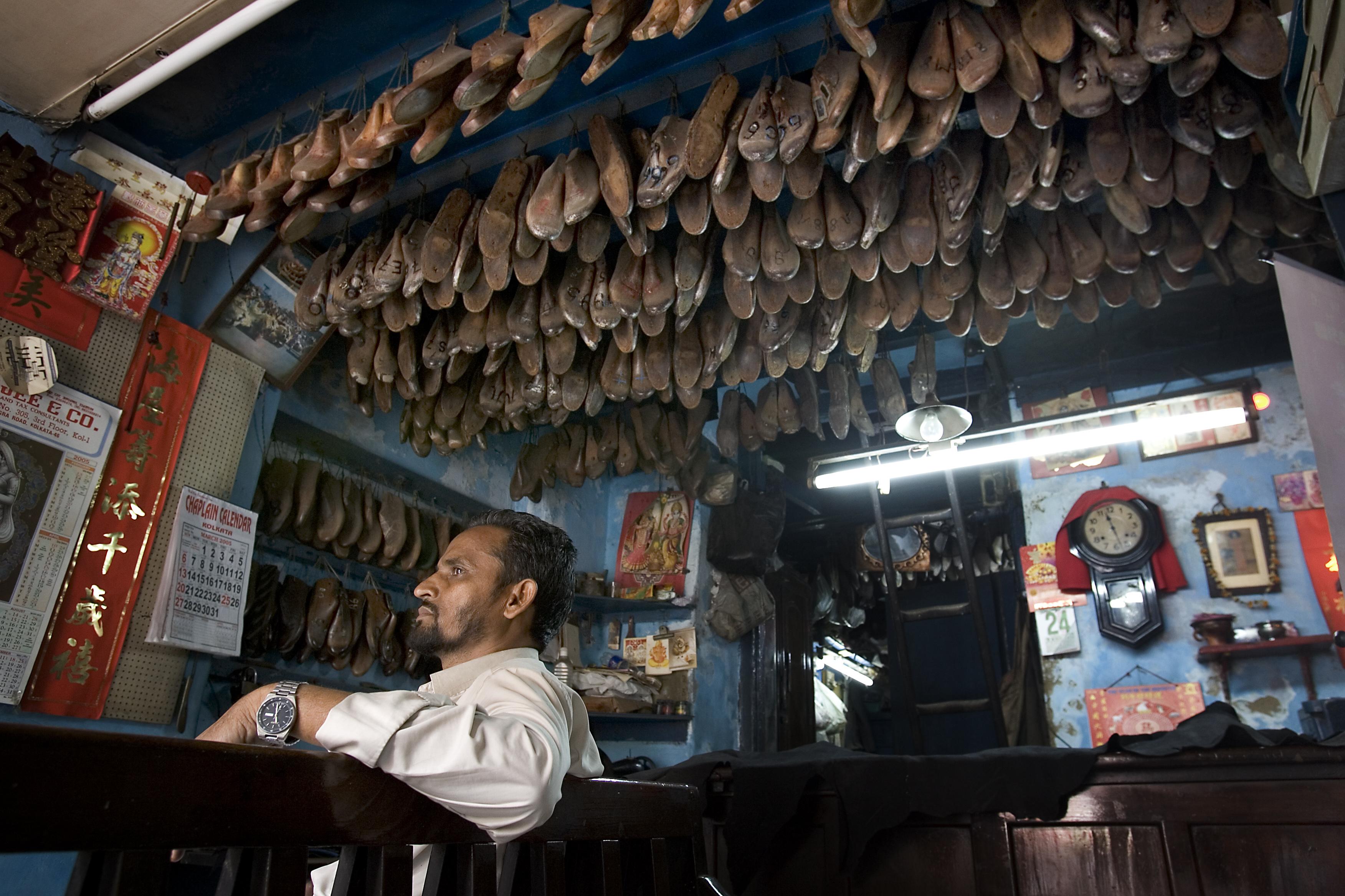 File:India - Kolkata shoe repair - 3979.jpg - Wikimedia ...