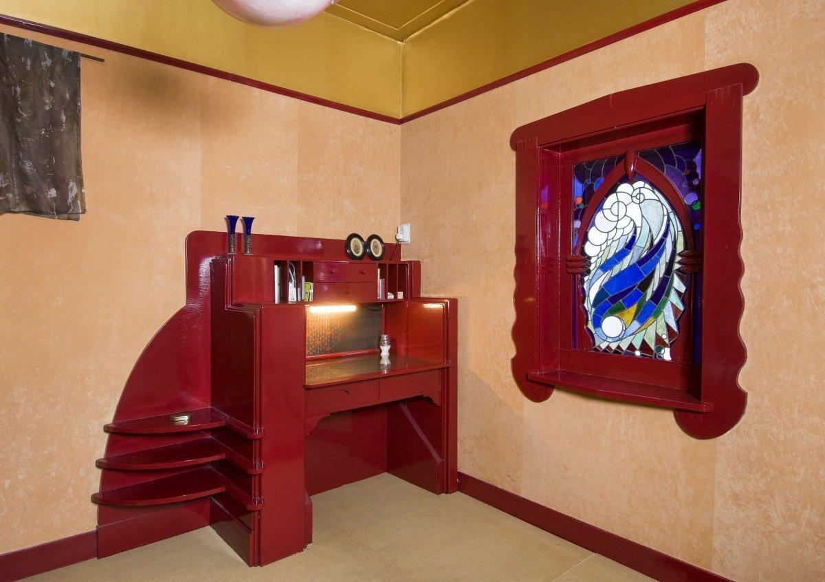 Glas In Slaapkamer : Bestand interieur bureau en glas in loodraam in de slaapkamer op
