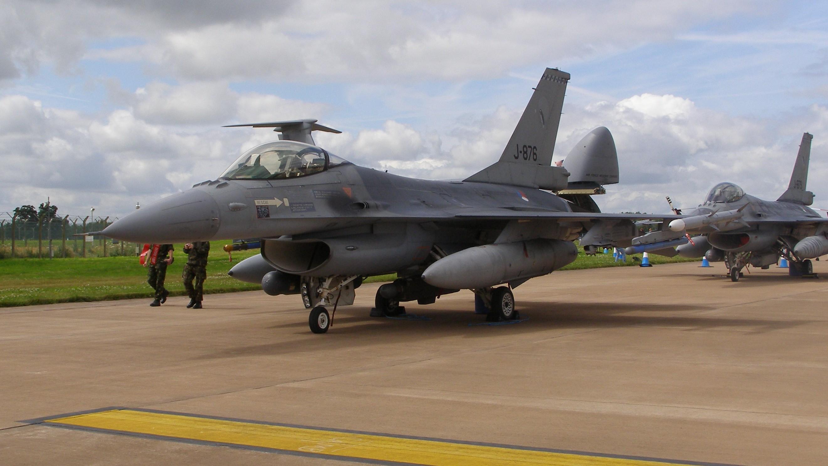 File:J-876-F-16-KLu-0265.jpg