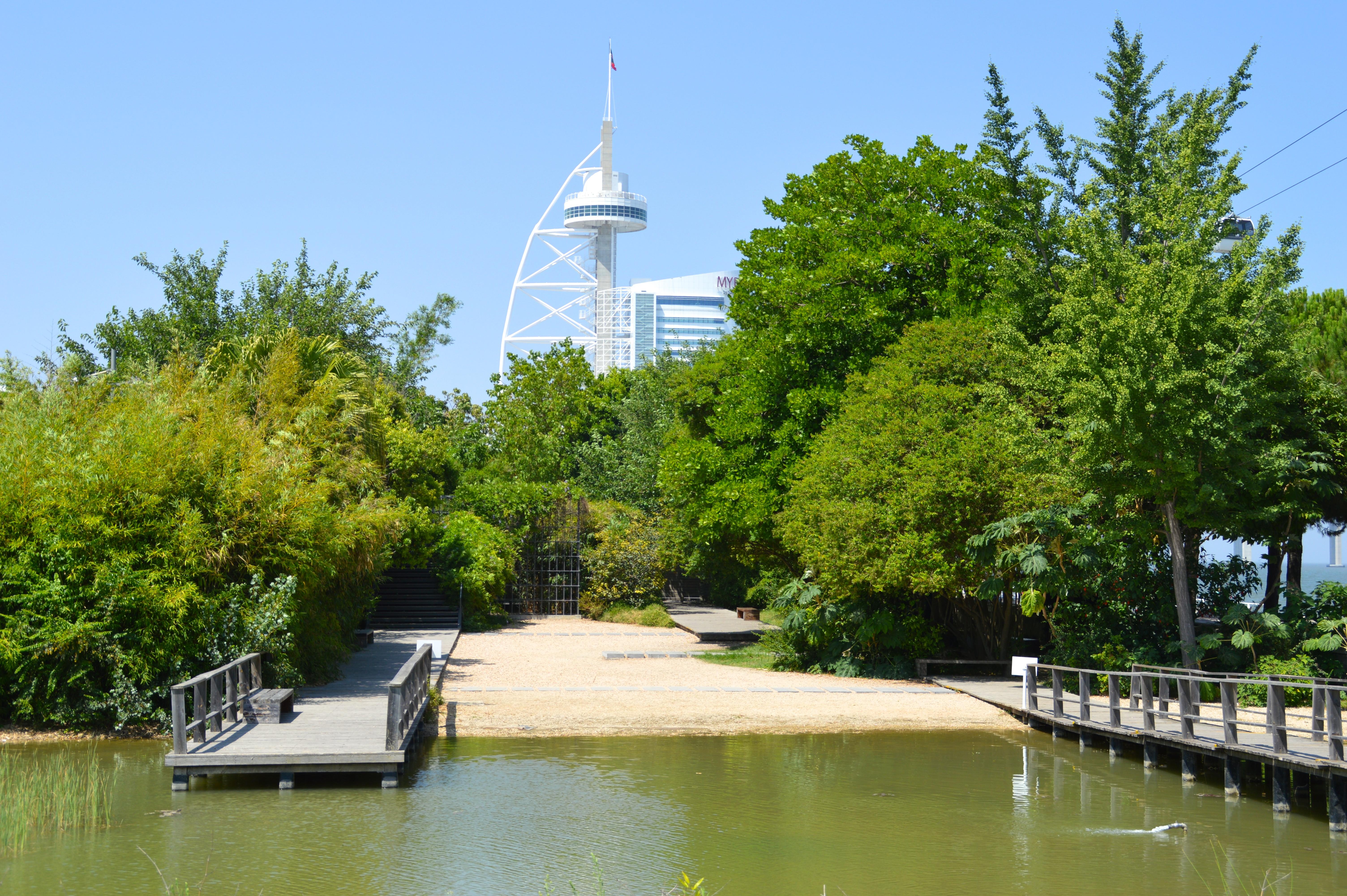 File jardins garcia de orta et torre vasco de gama parque for 5 jardins de lucie
