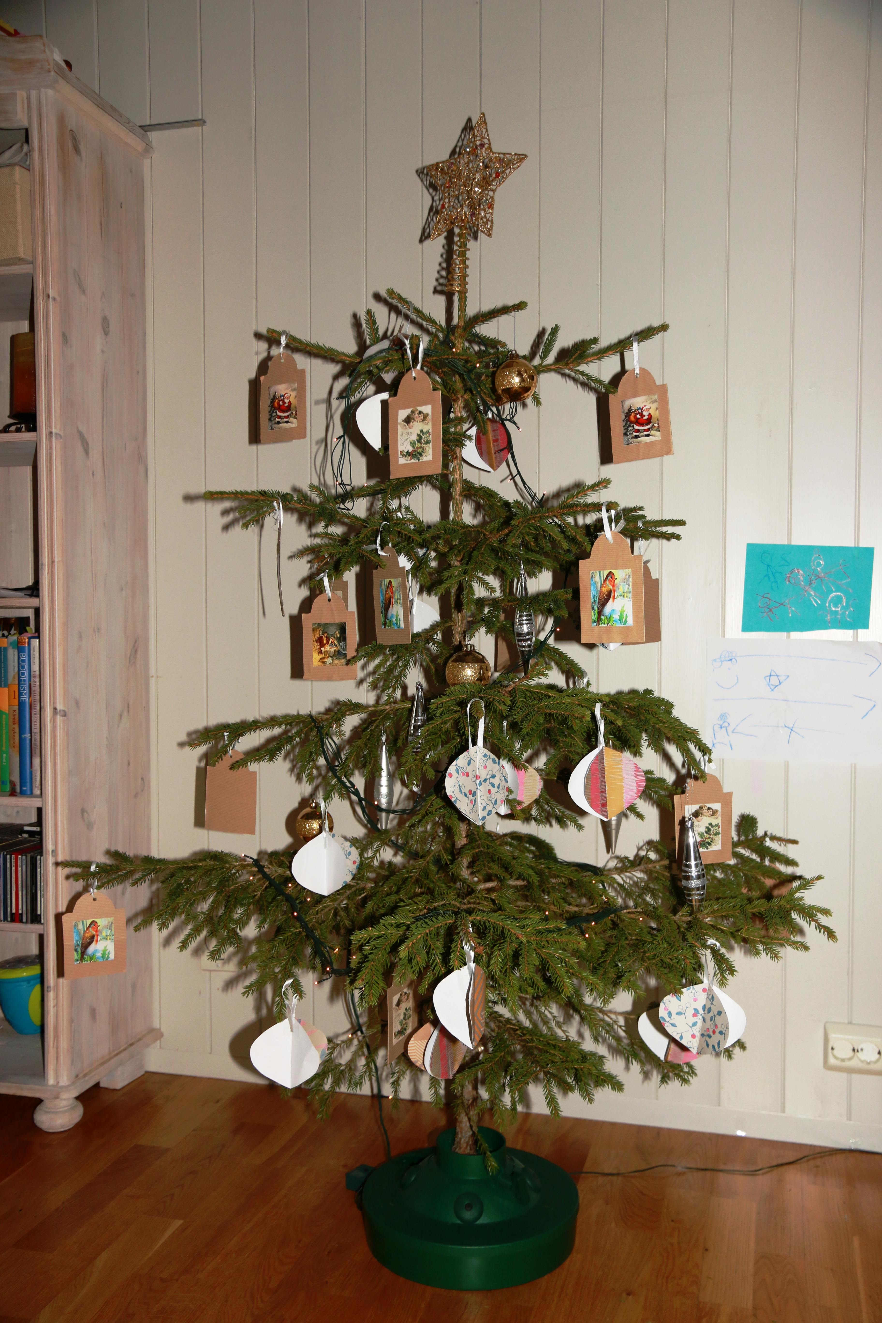 File:Juletre Christmas tree from native Norwegian spruce.jpg ...