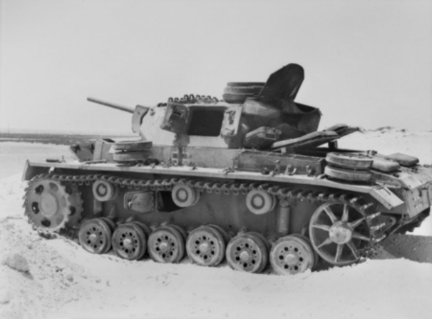 Knocked_out_Panzer_III_at_El_Alamein_194