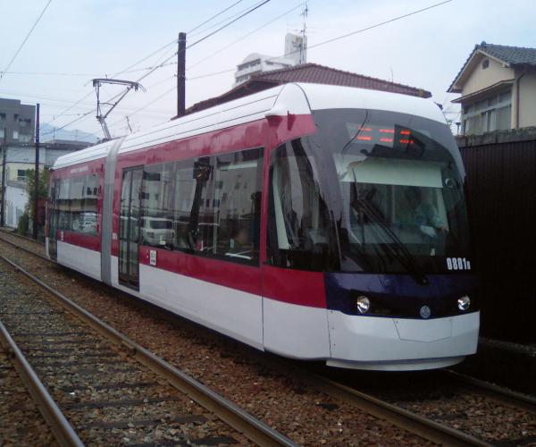 Kumamoto_City_Tram_0801AB_3.png