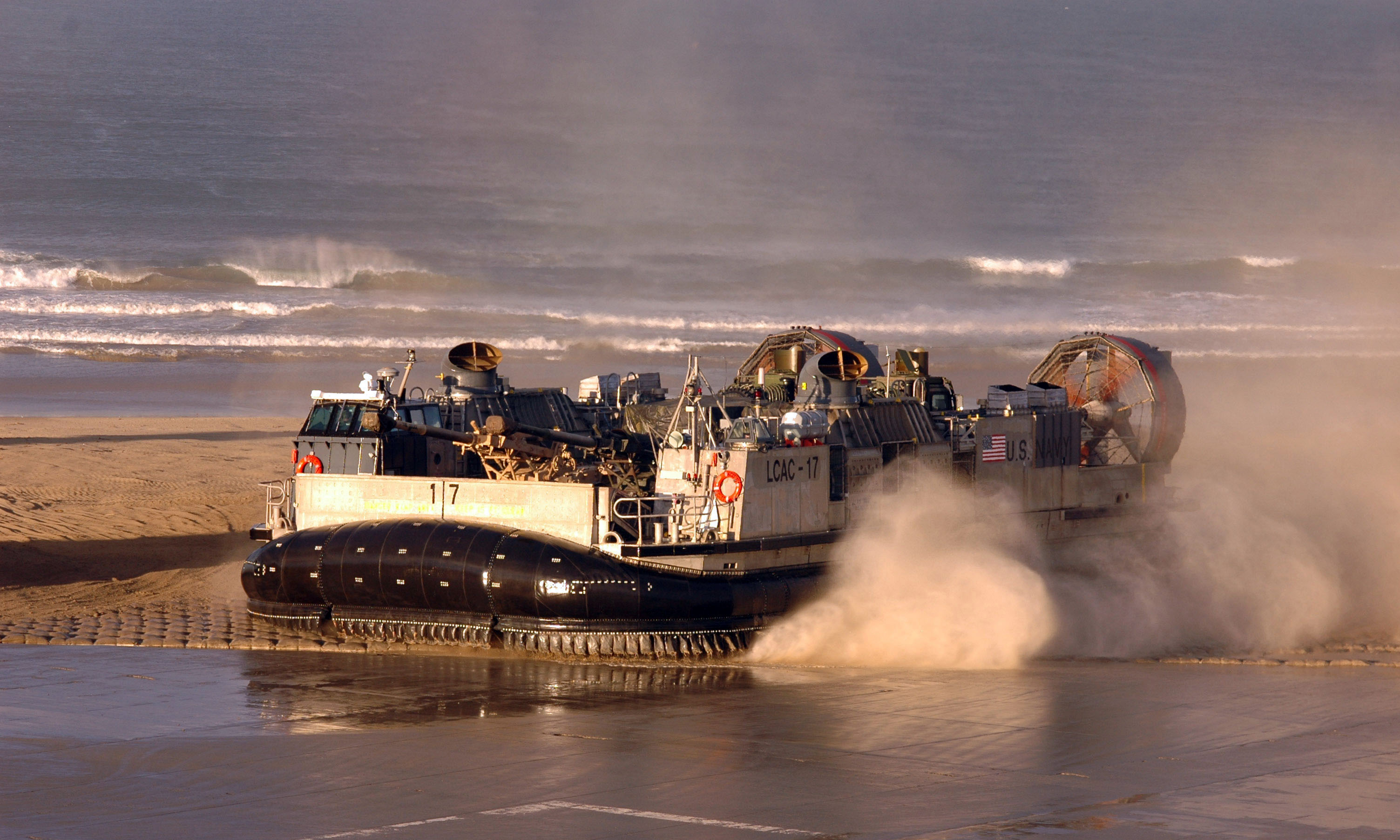 File:LCAC of ACU-5 at Camp Pendleton.jpg - Wikimedia Commons