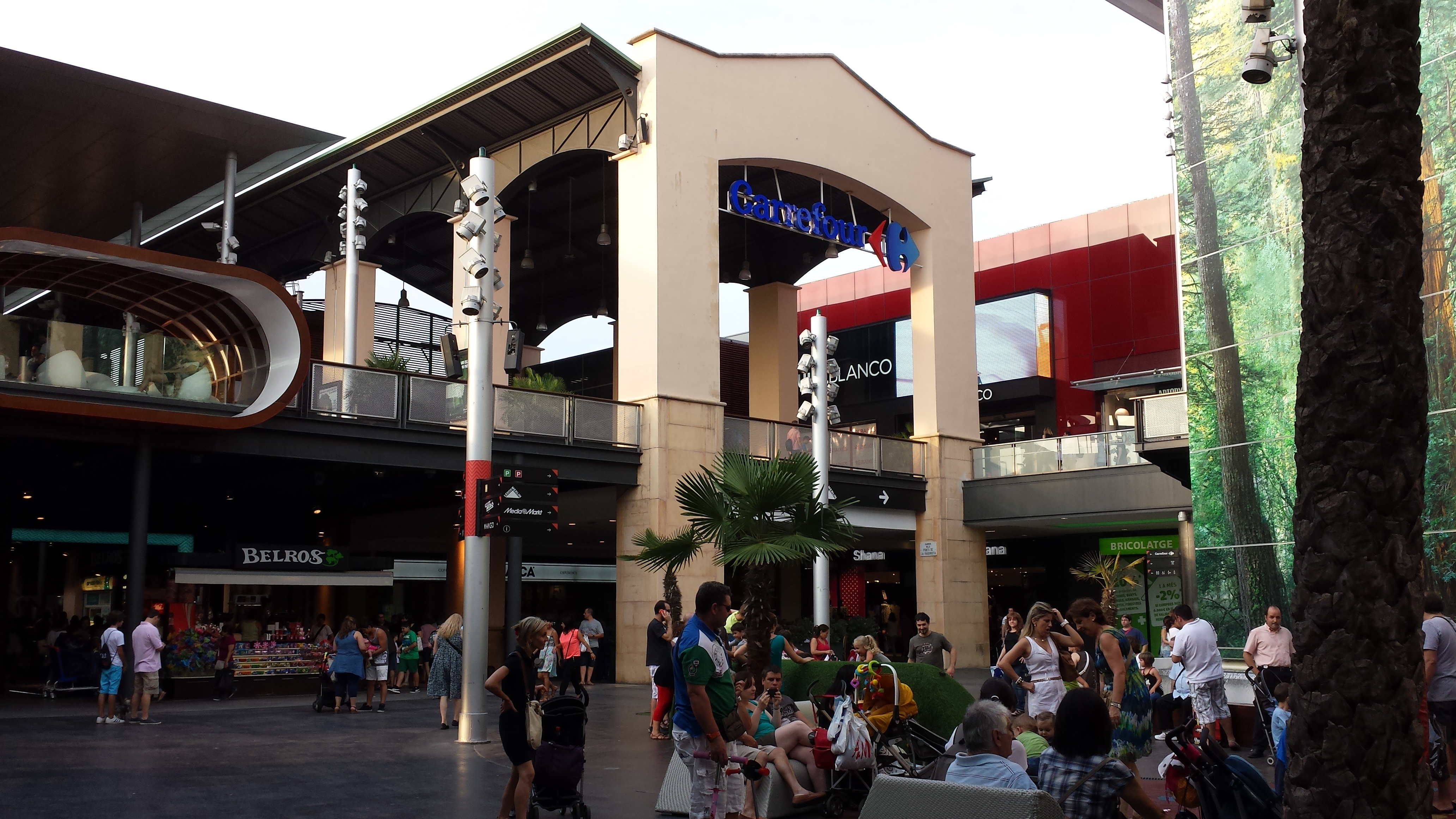 Shopping center La Maquinista